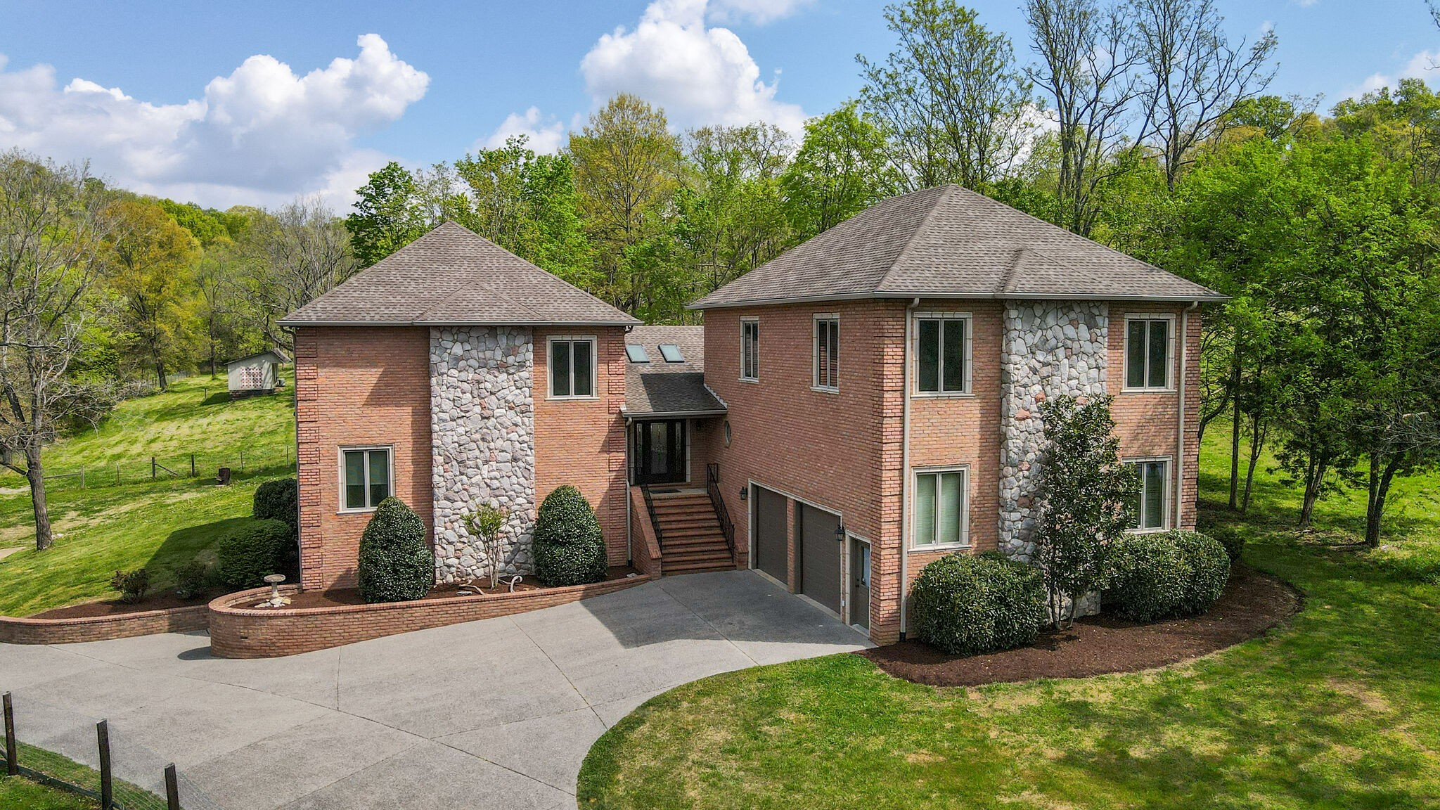 1758 Long Hollow Pike Property Photo - Gallatin, TN real estate listing