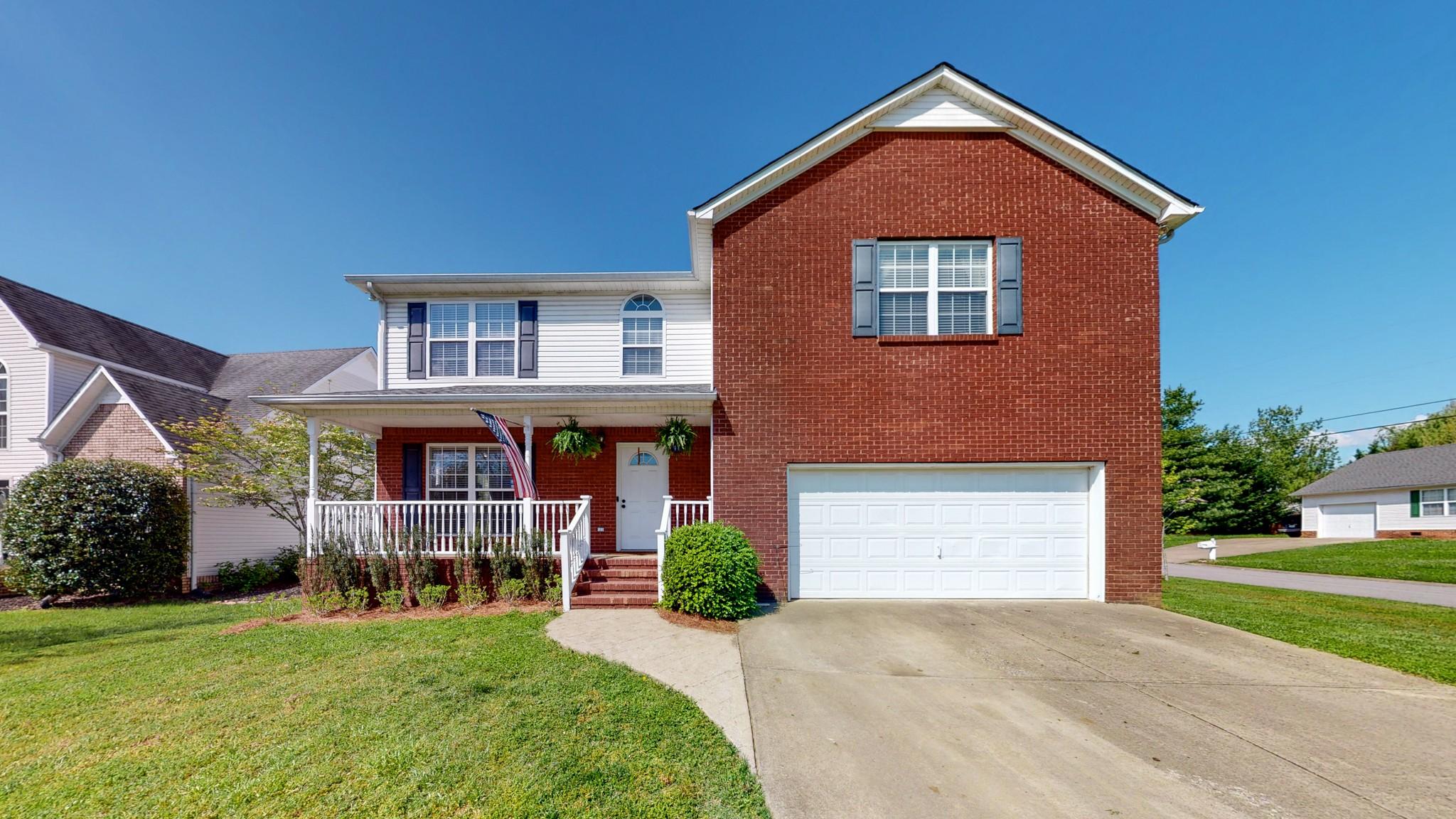 1233 Baker Creek Dr Property Photo - Spring Hill, TN real estate listing
