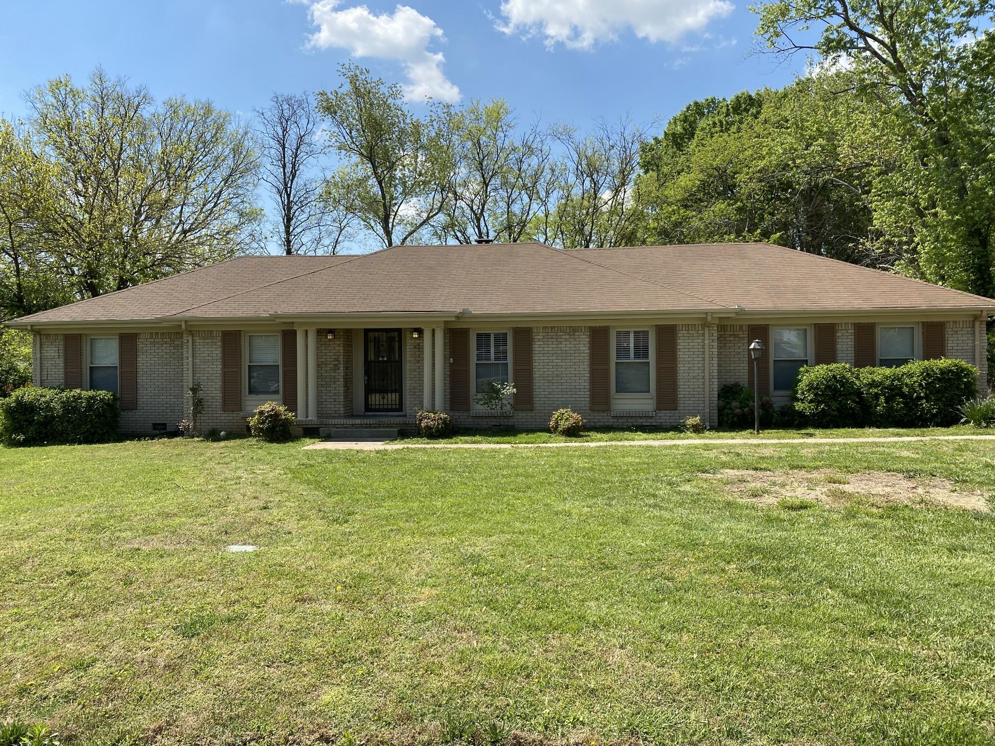 1027 Trinity Dr Property Photo - Murfreesboro, TN real estate listing