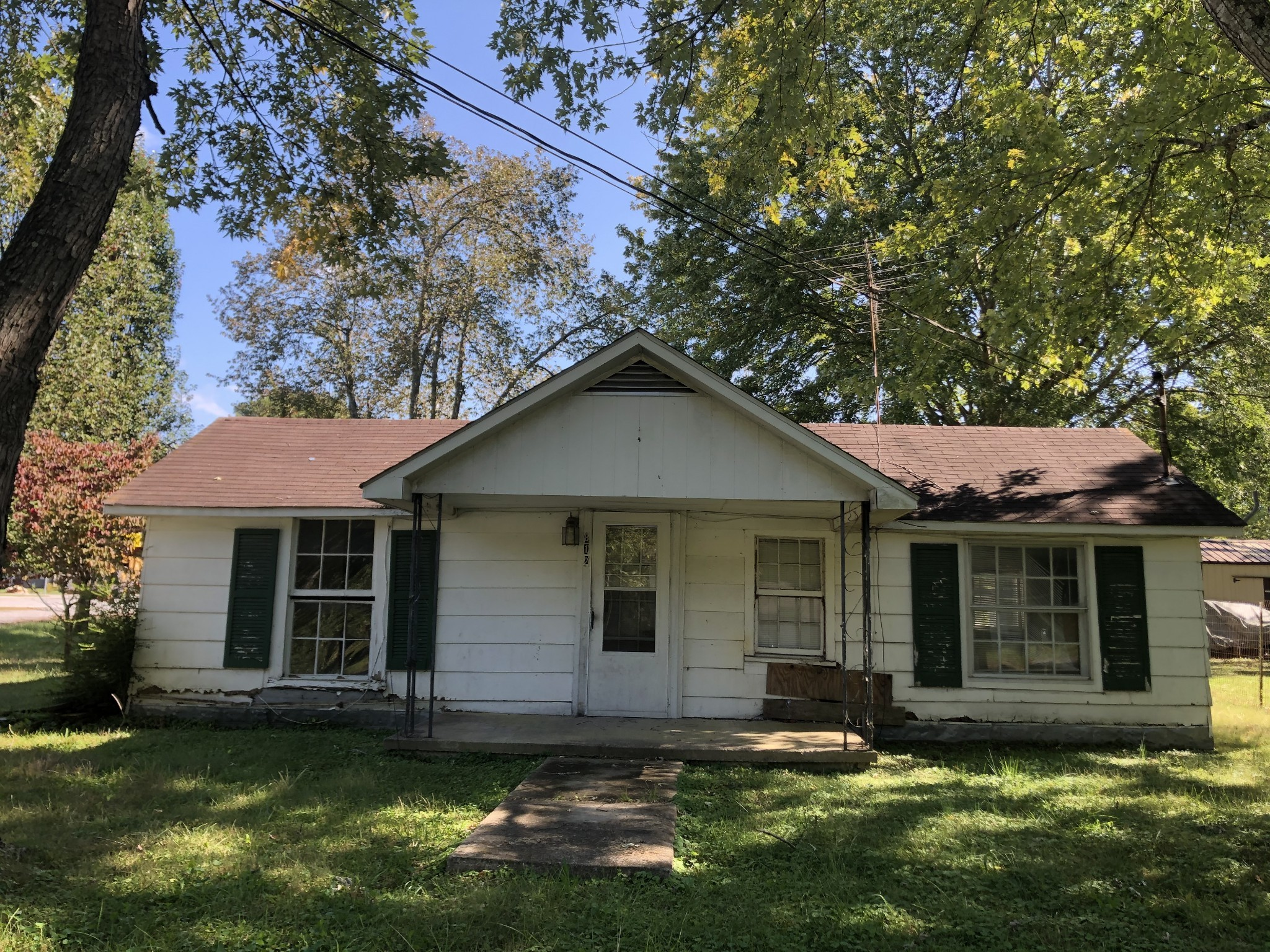 812 E Grundy St Property Photo - Tullahoma, TN real estate listing