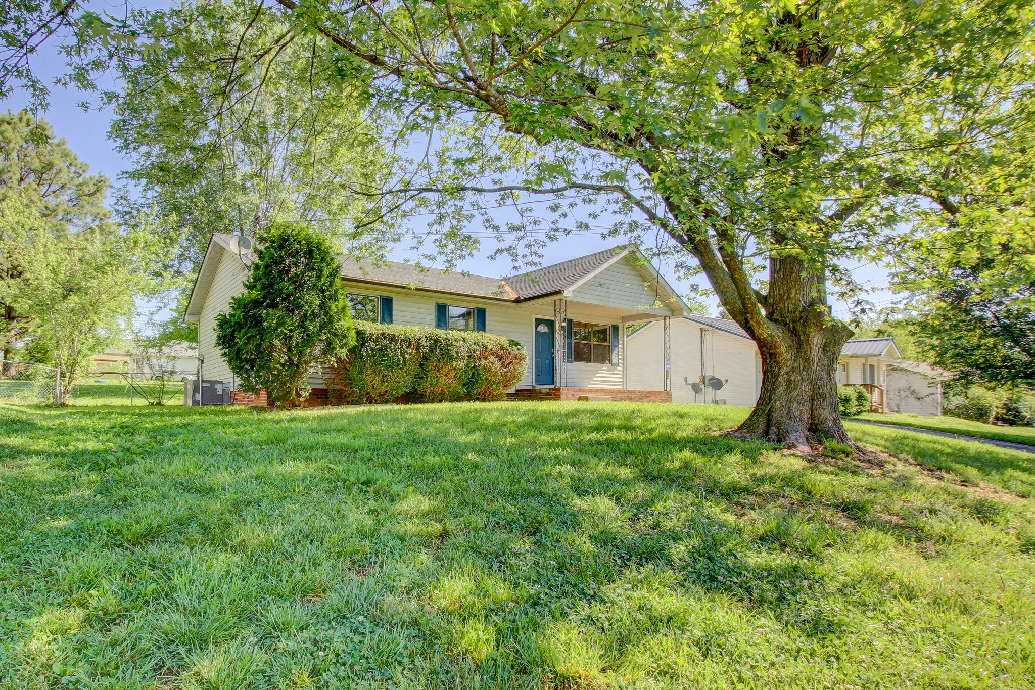 215 Al Oerter Dr Property Photo - Clarksville, TN real estate listing