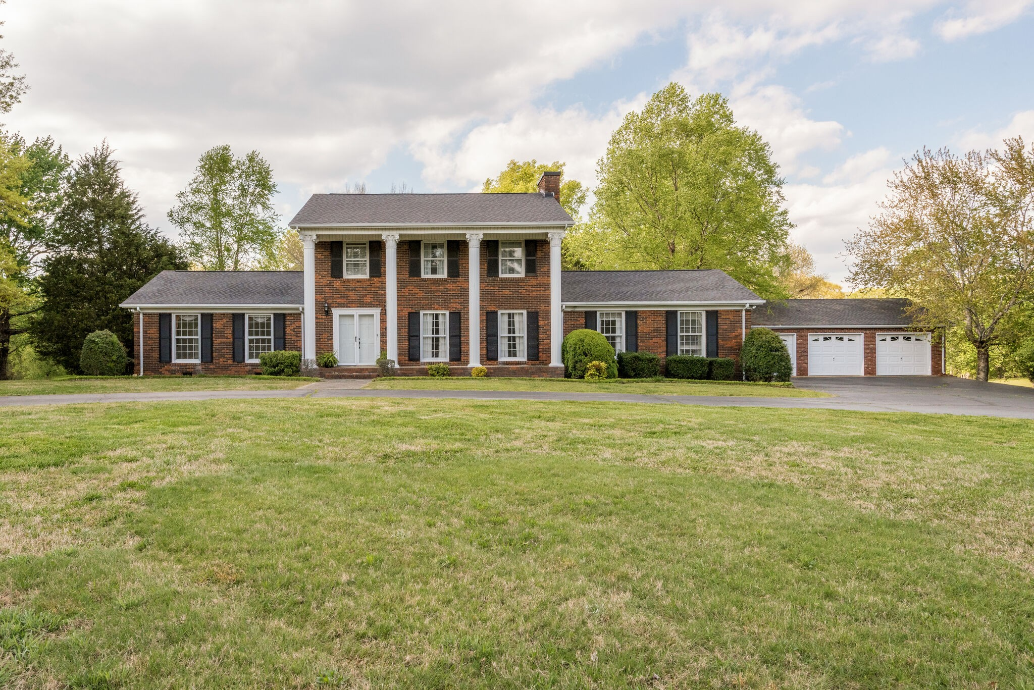 500 Old Pond Ln Property Photo - Dickson, TN real estate listing