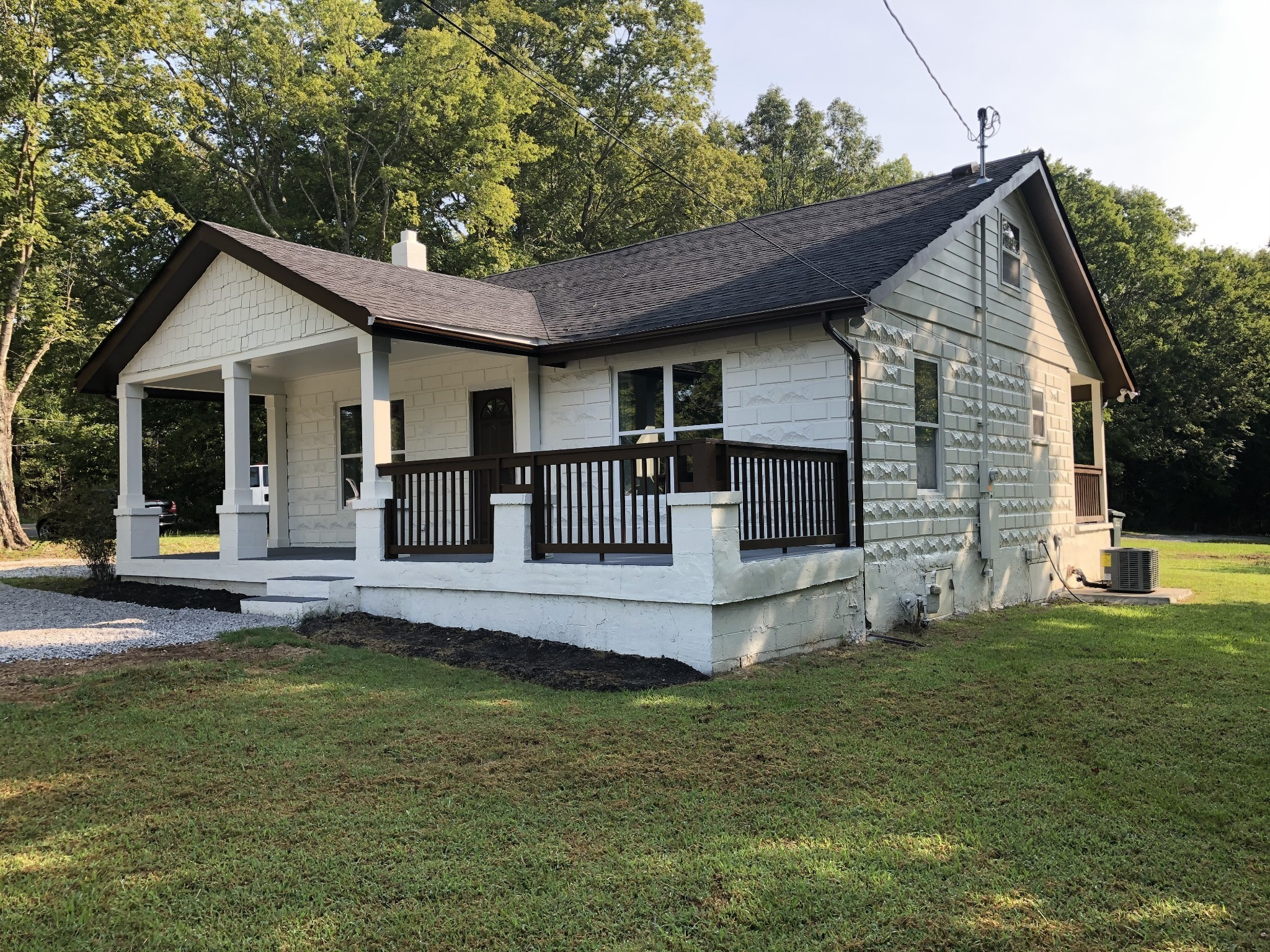 1332 Old Charlotte Pike Property Photo - Dickson, TN real estate listing