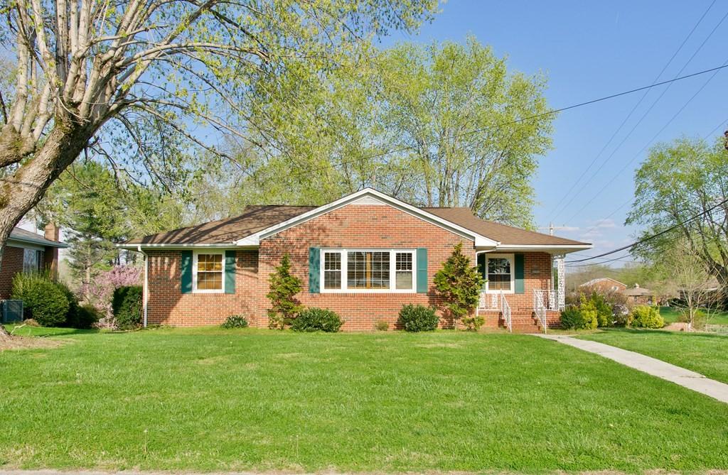 304 Windsor Dr SW Property Photo - Sparta, TN real estate listing