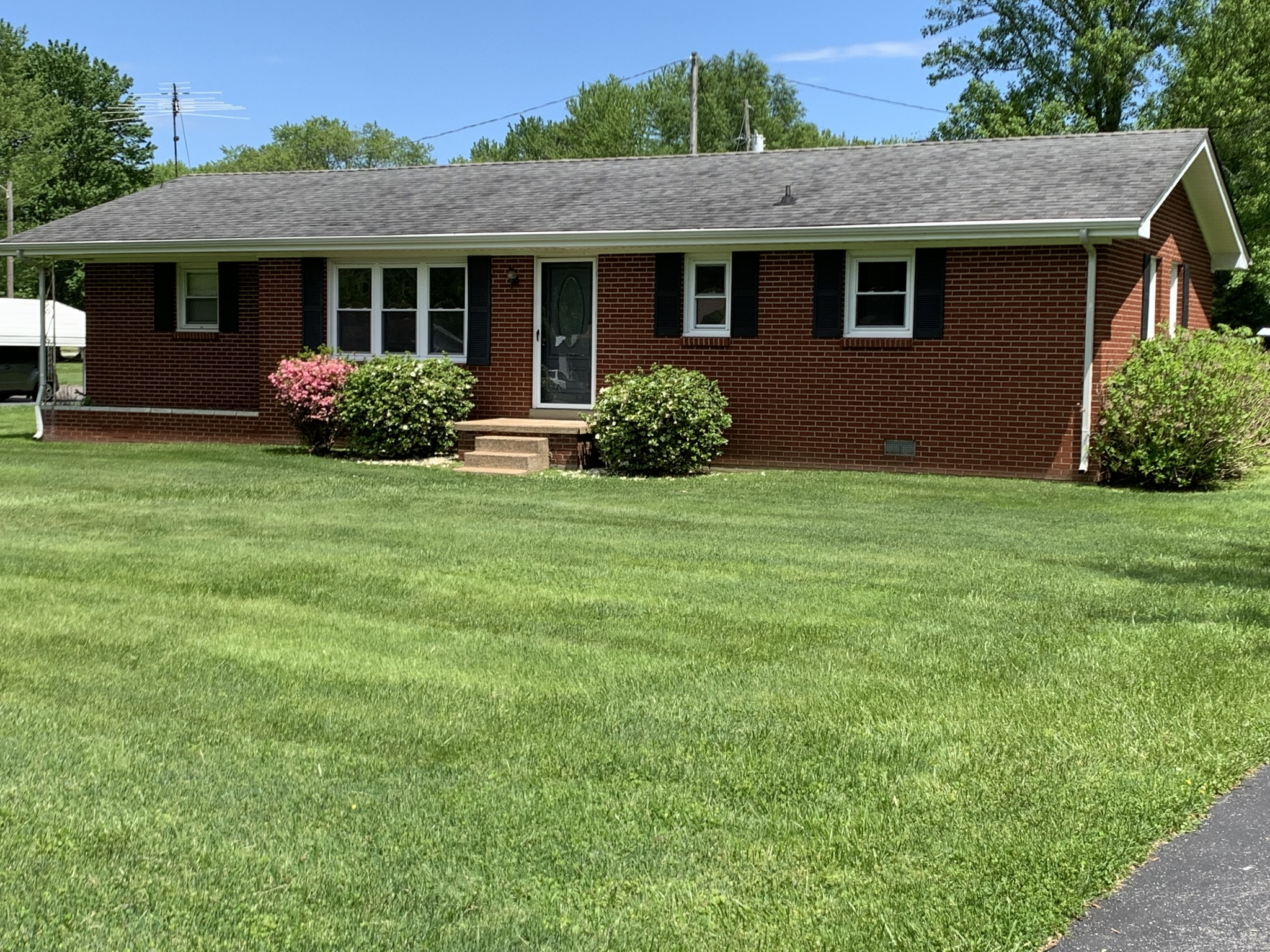 808 Due West Cir Property Photo - Lafayette, TN real estate listing
