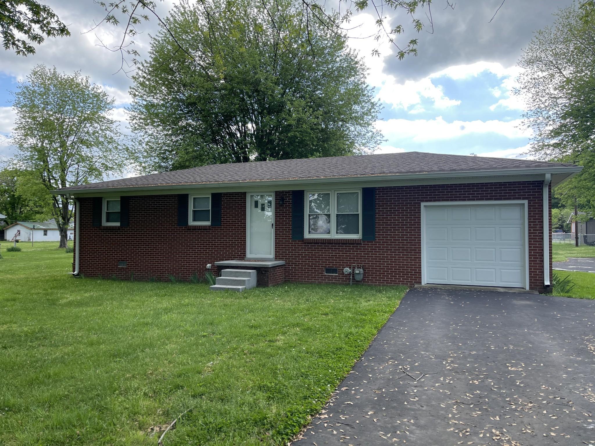 507 Greenwood Dr Property Photo - Lafayette, TN real estate listing