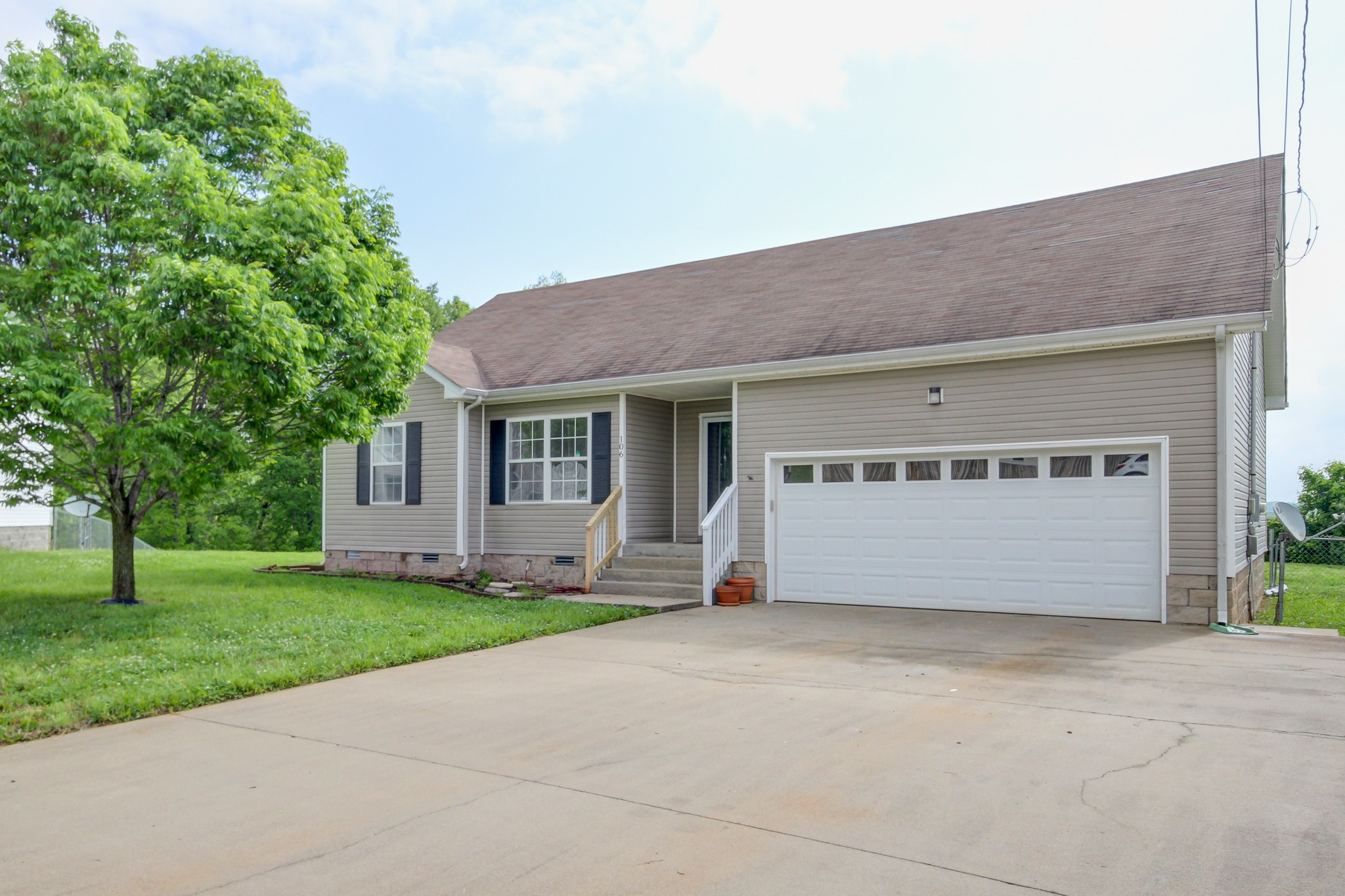 106 Fallow Ln Property Photo - Oak Grove, KY real estate listing