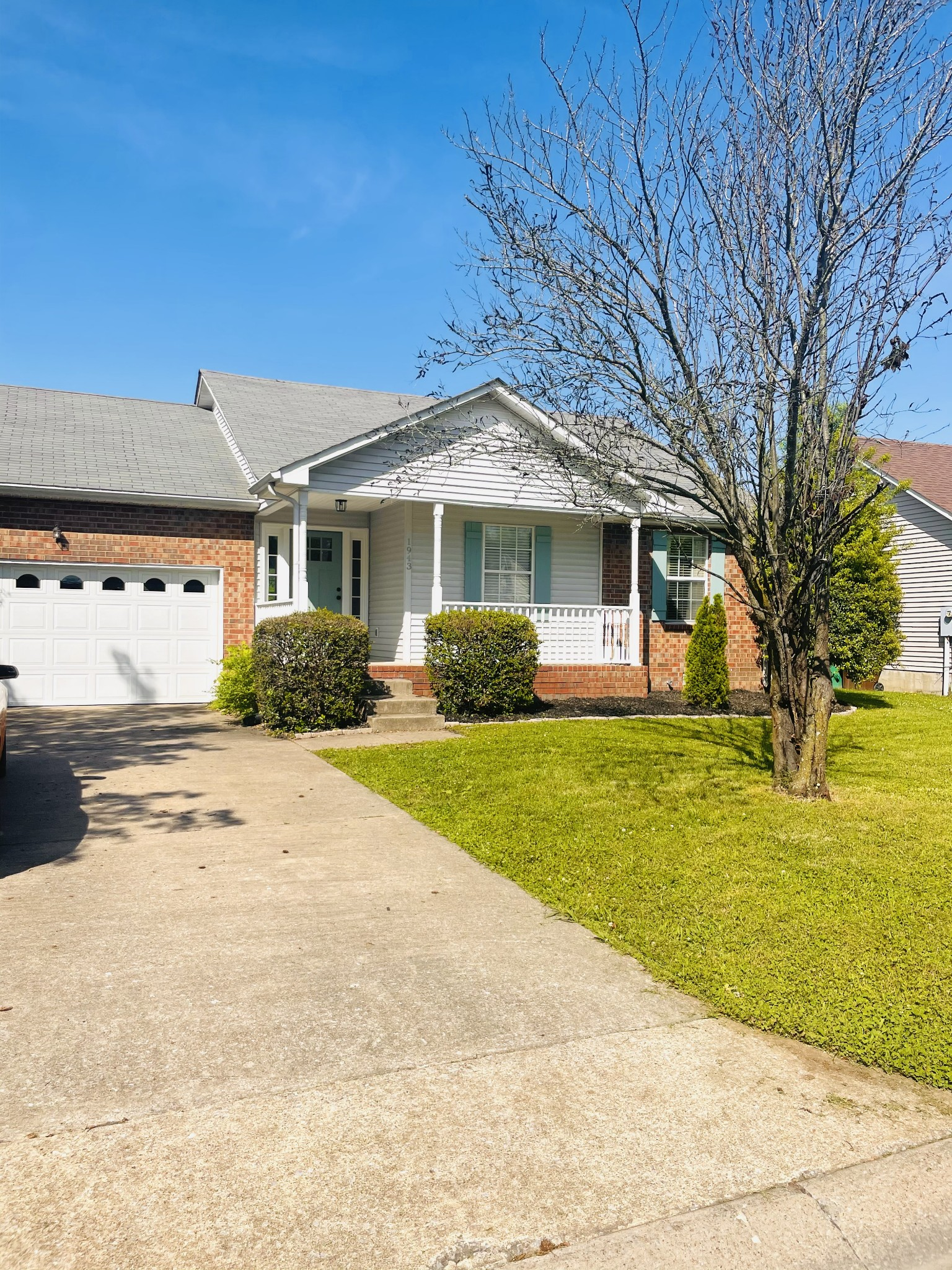 1943 Waterford Dr Property Photo - Old Hickory, TN real estate listing