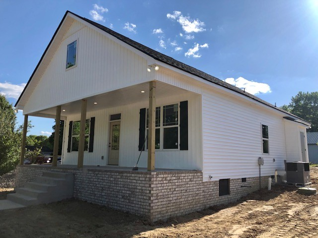 1018 Oak Dr Property Photo
