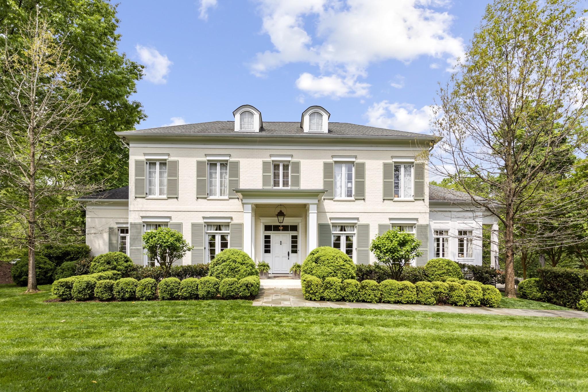 425 Royal Oaks Dr Property Photo