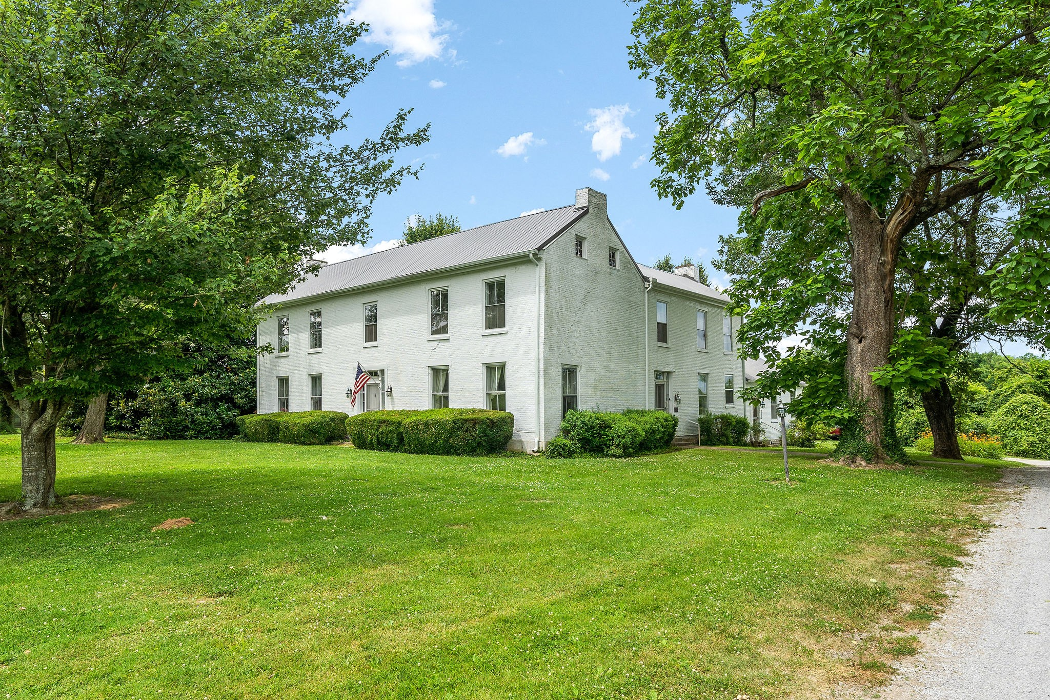 700 Sivley Rd Property Photo