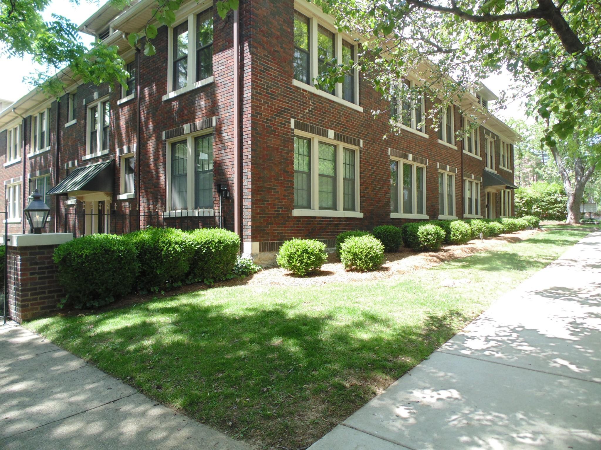 Arlington Court Real Estate Listings Main Image