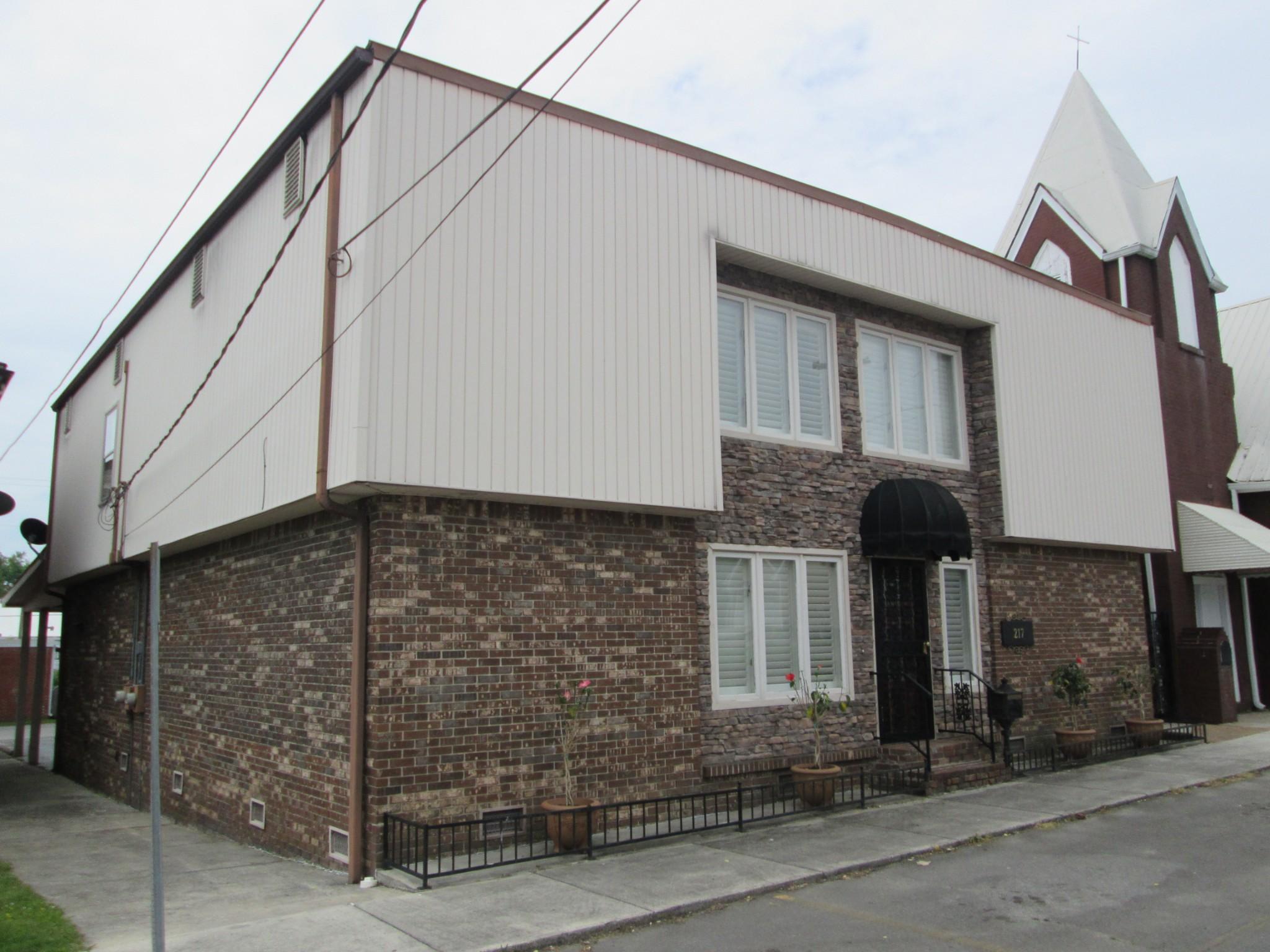 217 W Main St Property Photo