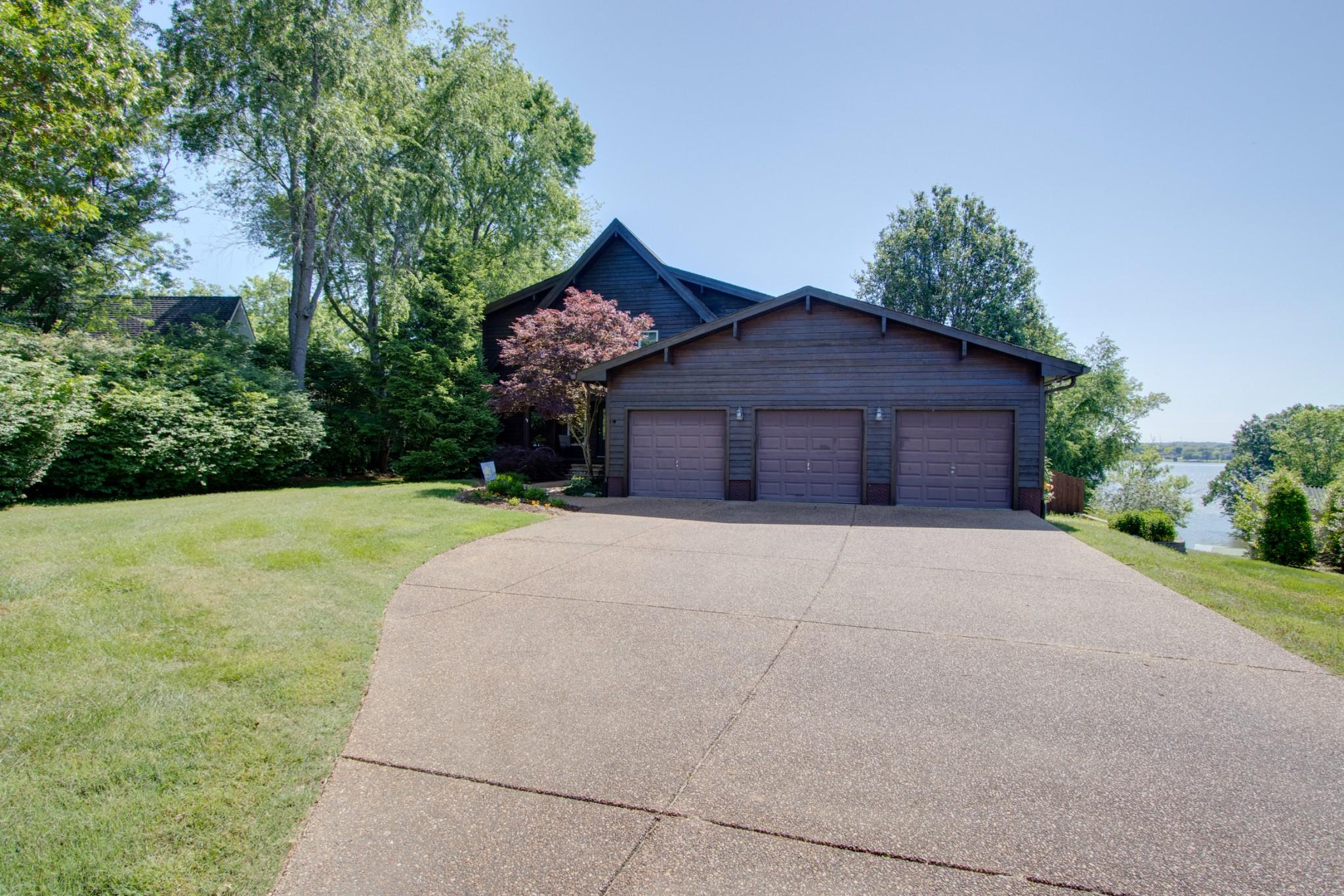 335 Lakeview Circle Property Photo 1