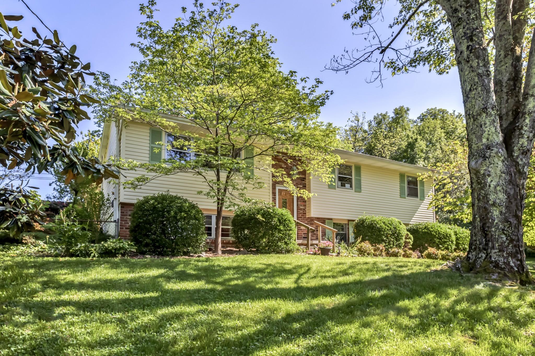 37922 Real Estate Listings Main Image