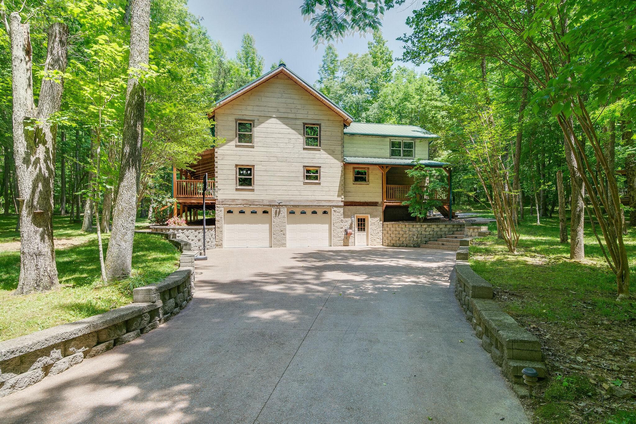 691 Bass Ln Property Photo 1