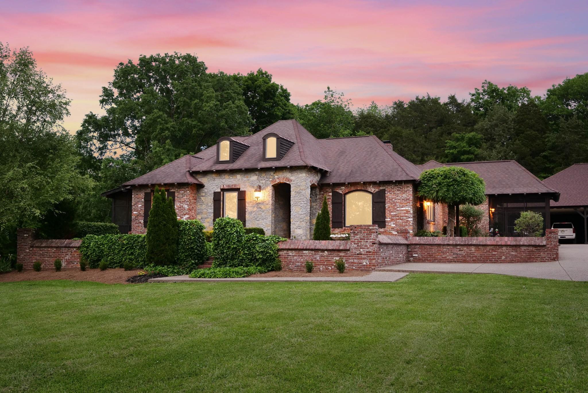 529 Holt Rd Property Photo 1