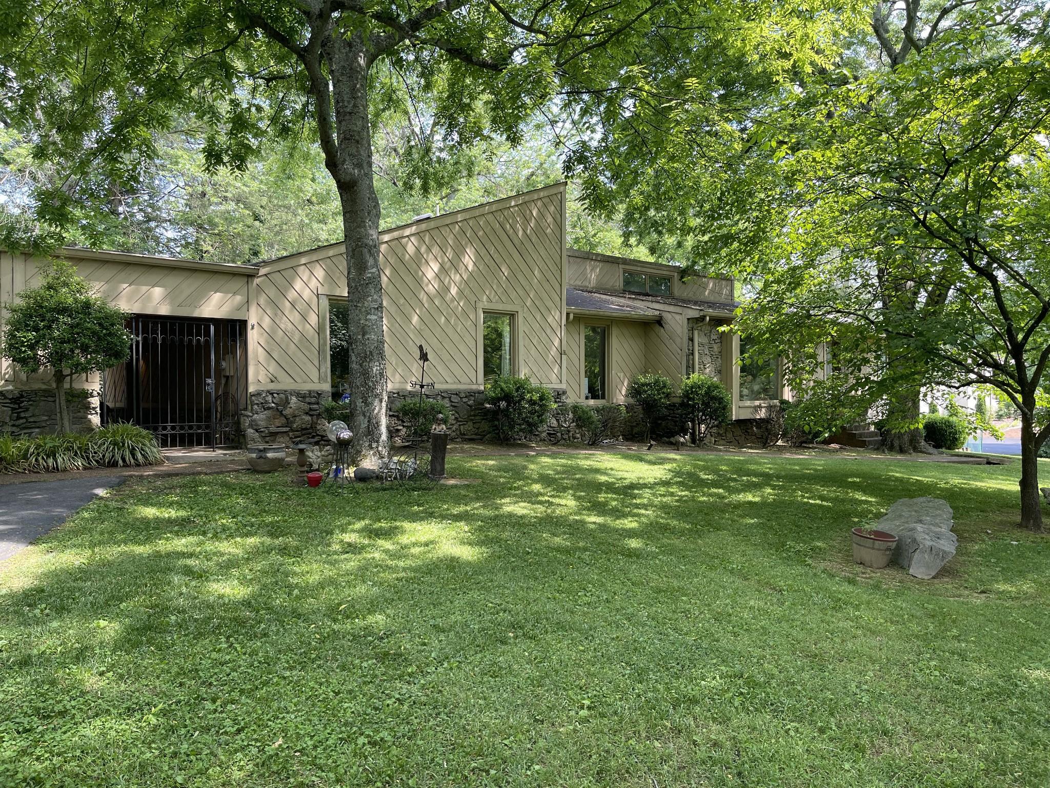 215 Bluegrass Dr Property Photo 1