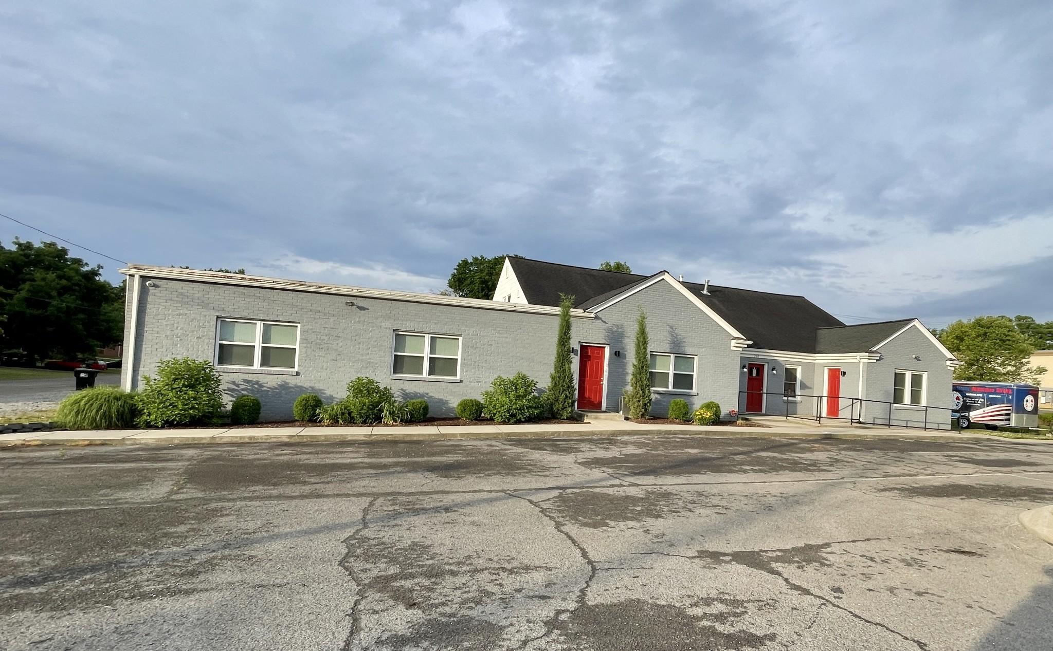 2412 E Main St Property Photo