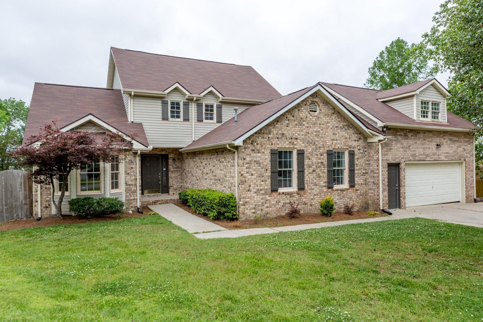 302 Oakwood Cove Property Photo