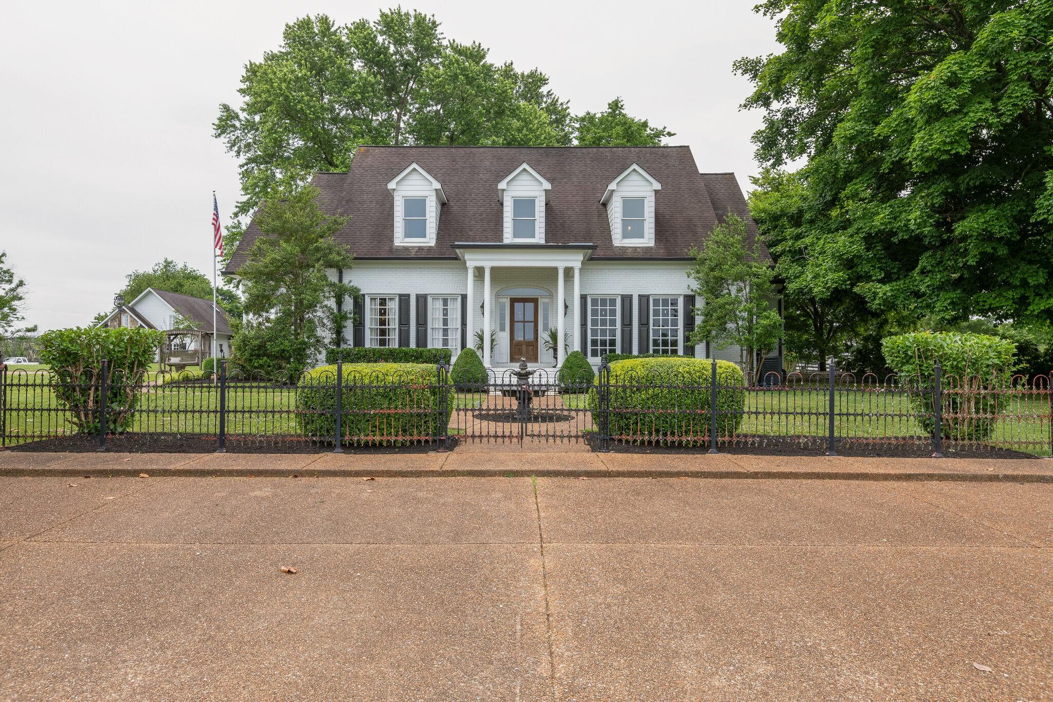 903 Beechcroft Rd Property Photo
