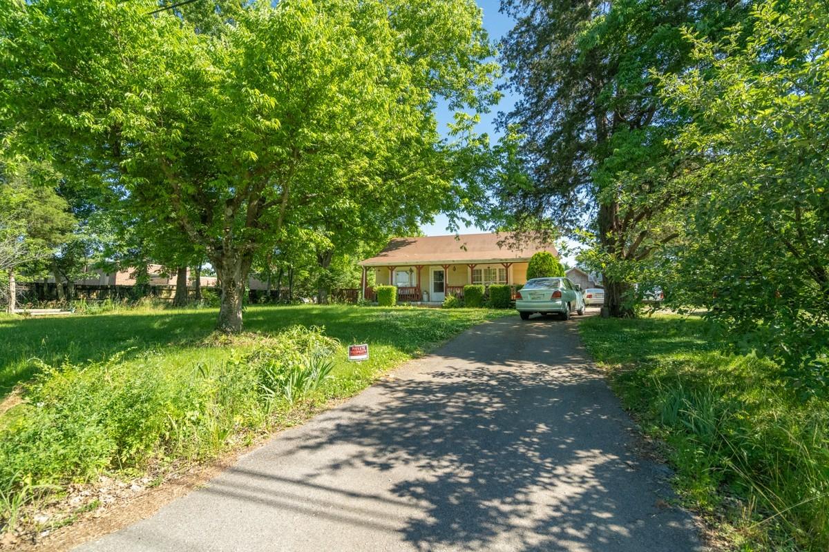 211 Walton Ln Property Photo