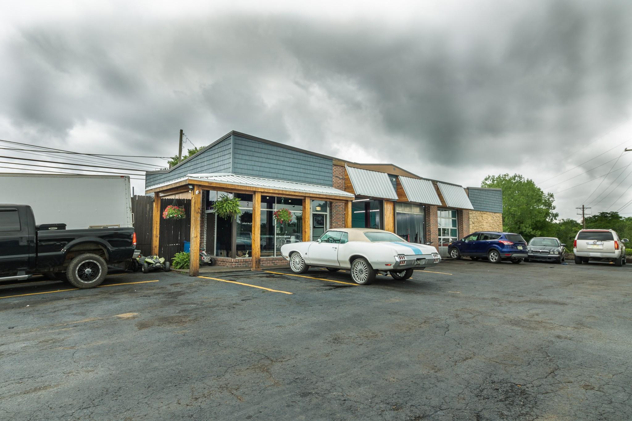 531 W Main St Property Photo