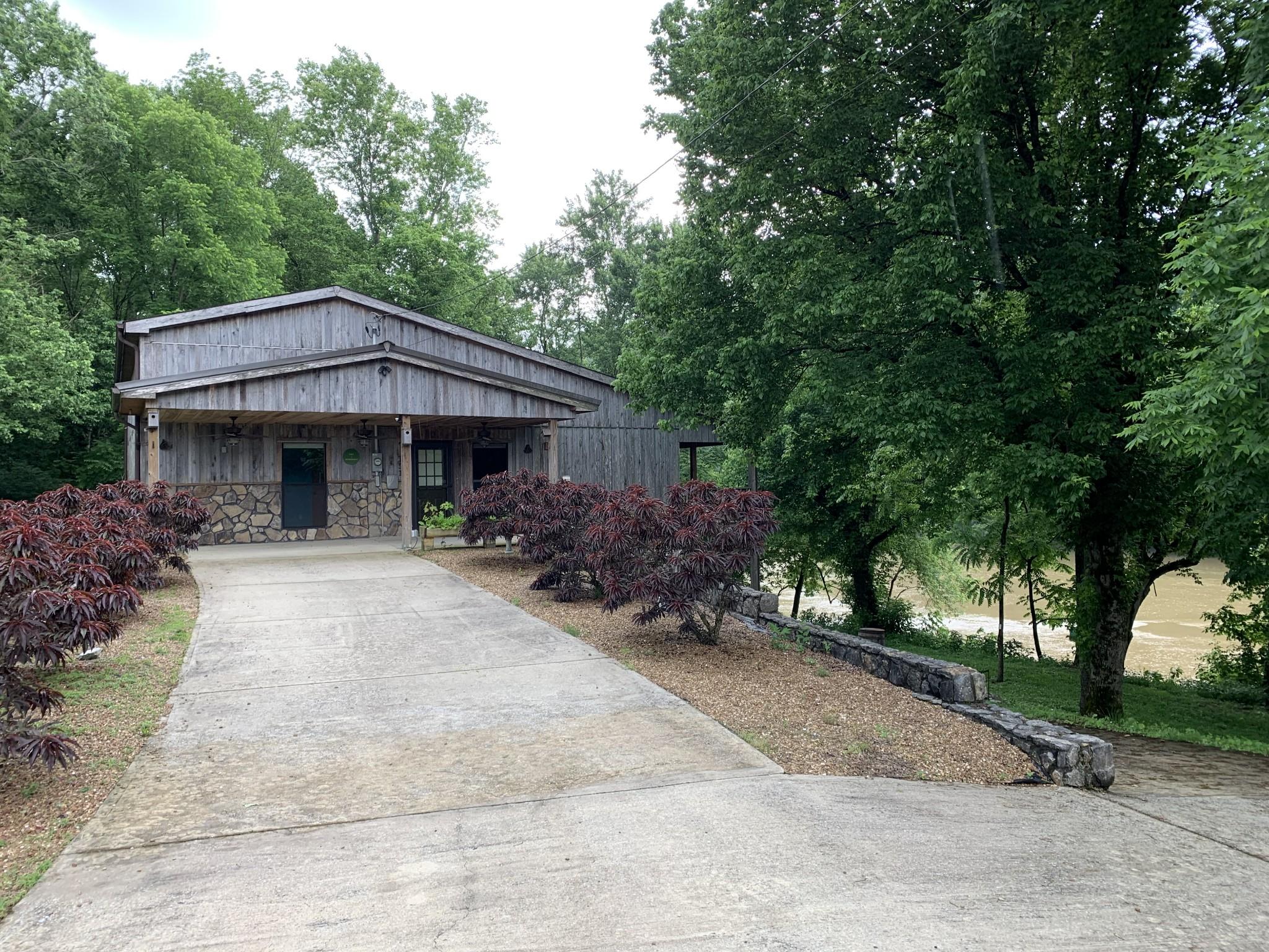 151 Hiawassee Ln Property Photo