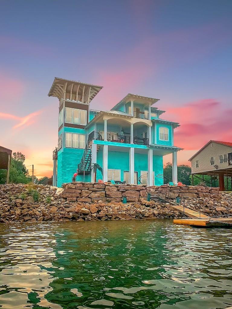 320 Lagoon Ln Property Photo