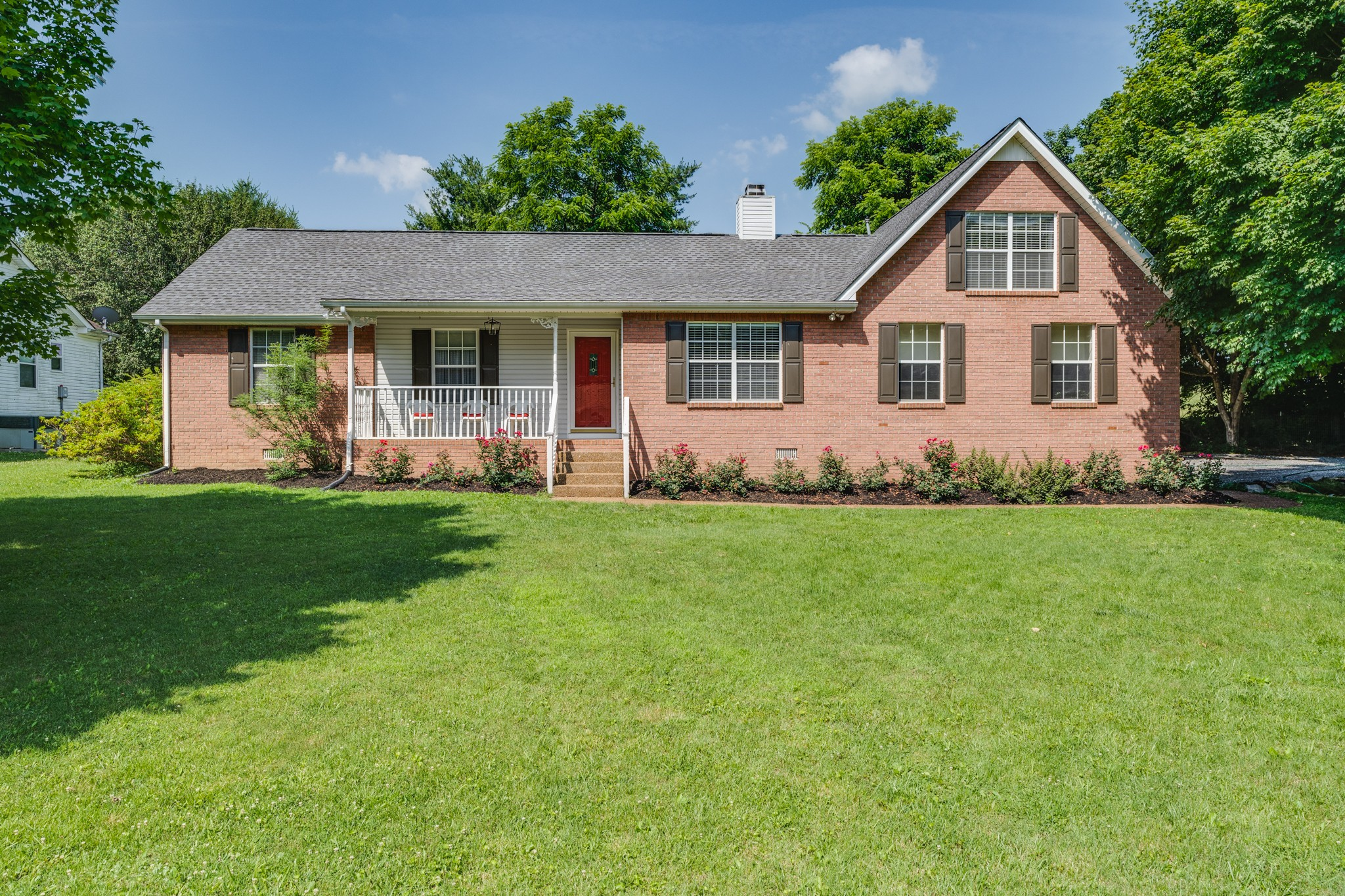 211 Beechbrook Ct Property Photo 1