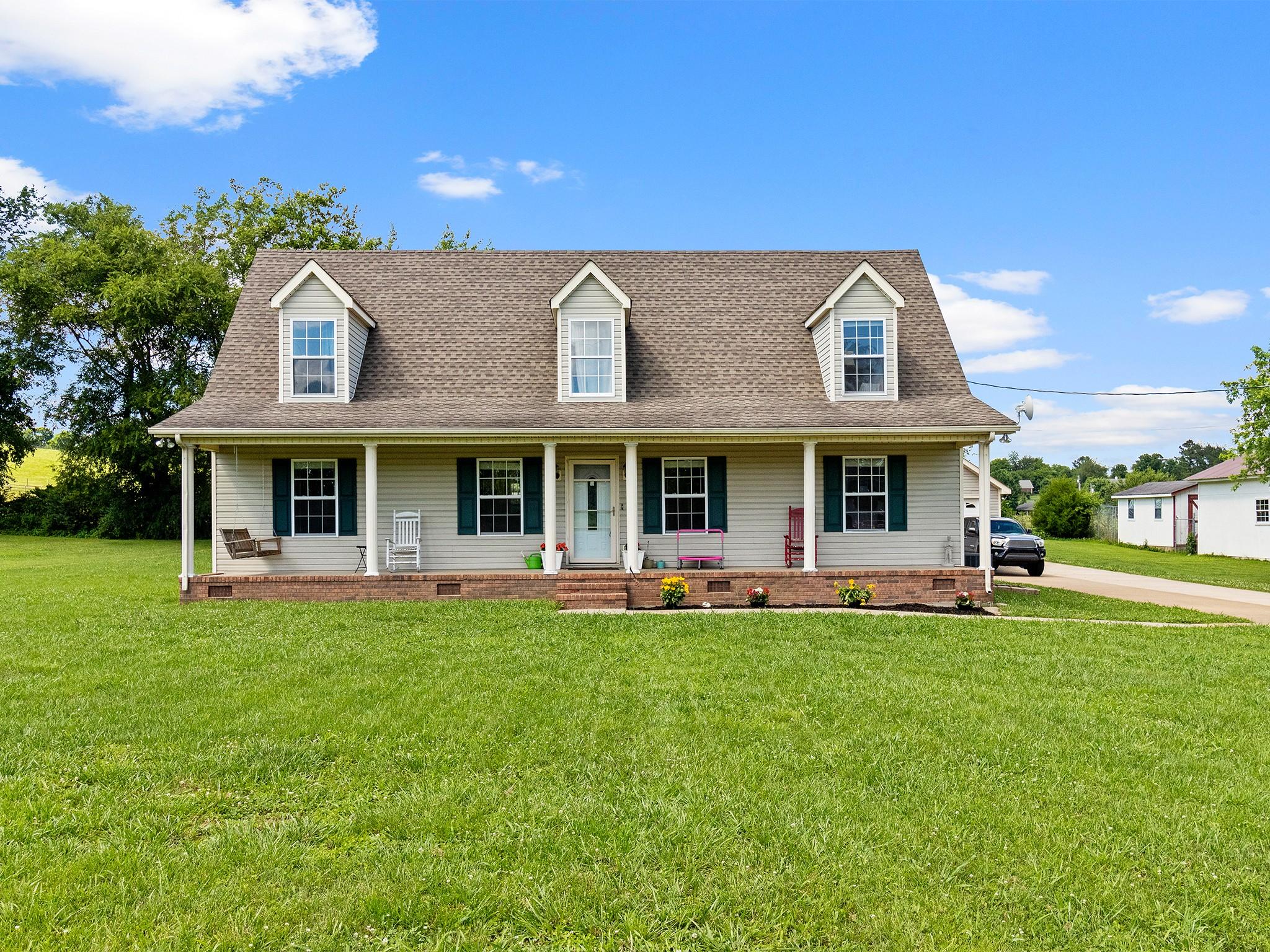 400 Maplewood Dr Property Photo