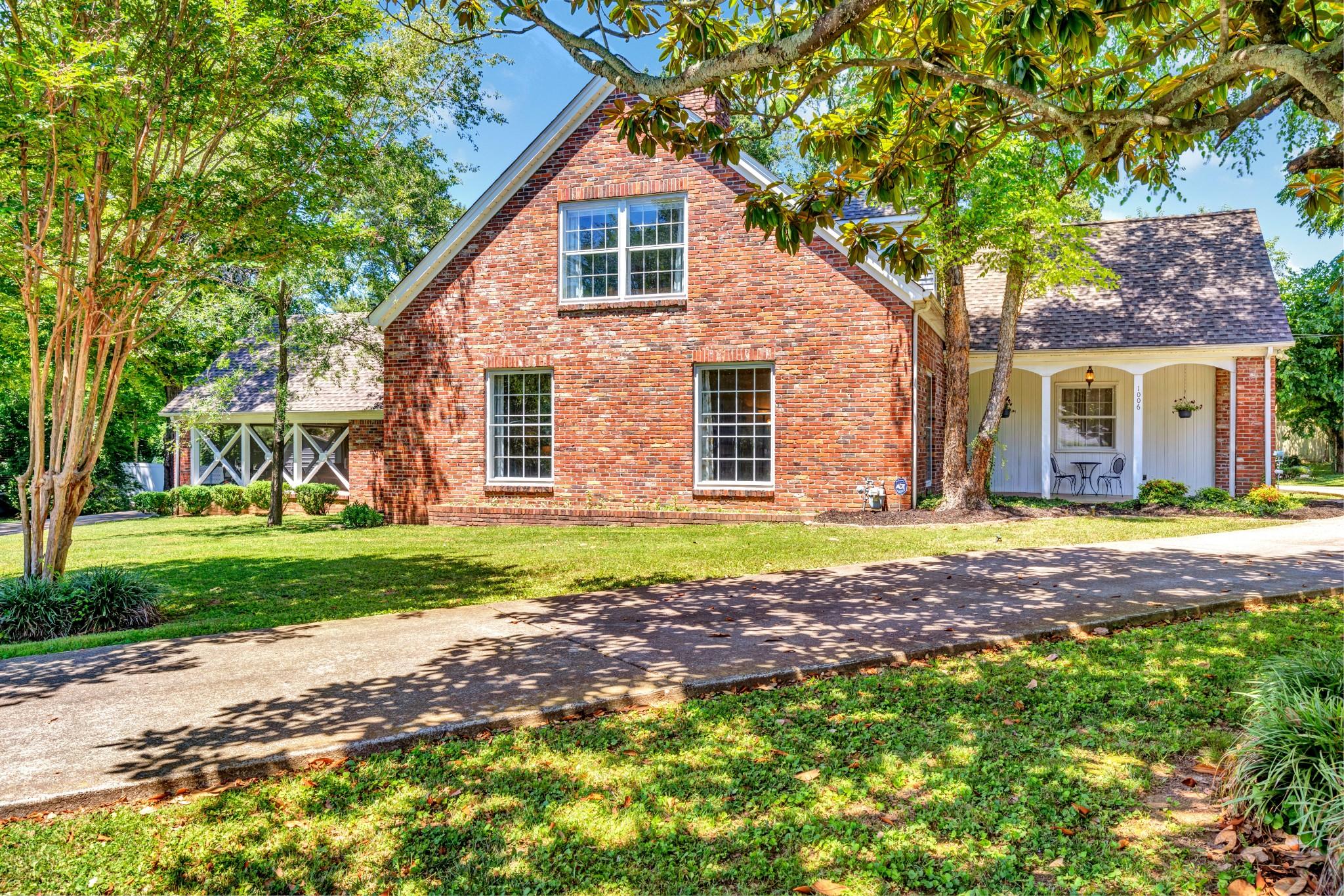 Bentley Circle Add Real Estate Listings Main Image