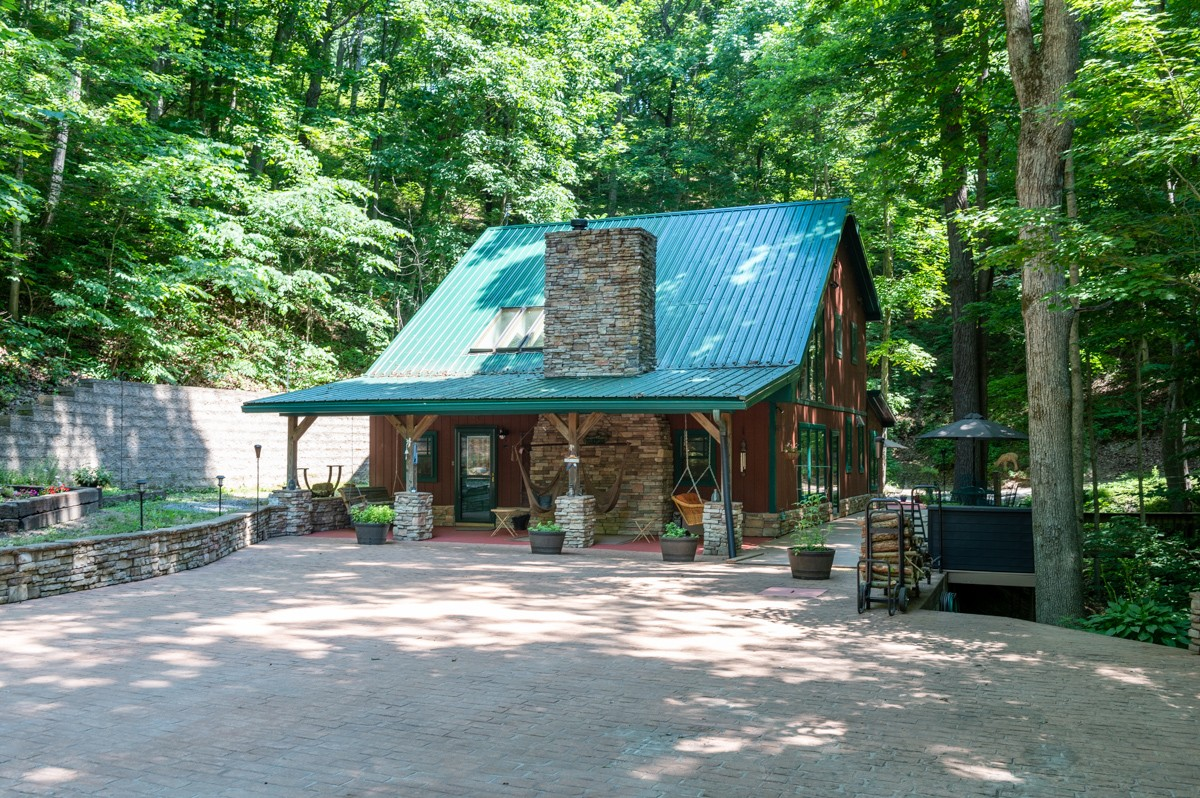 656 Bugg Hollow Rd Property Photo