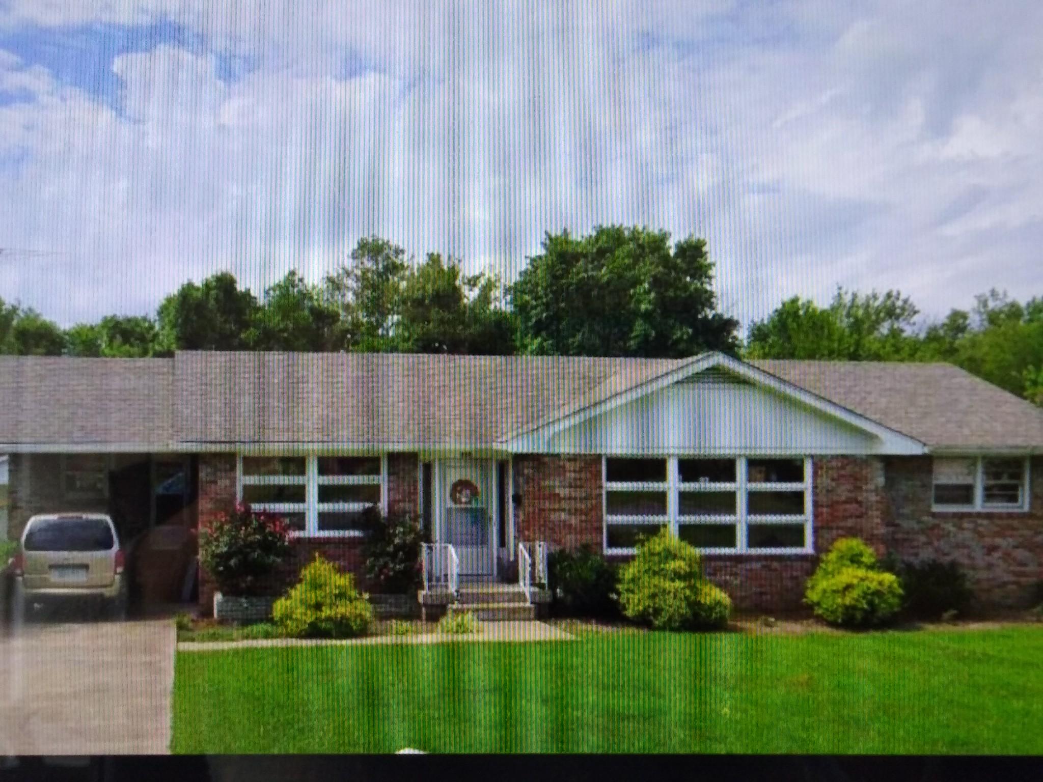 625 E Main St Property Photo
