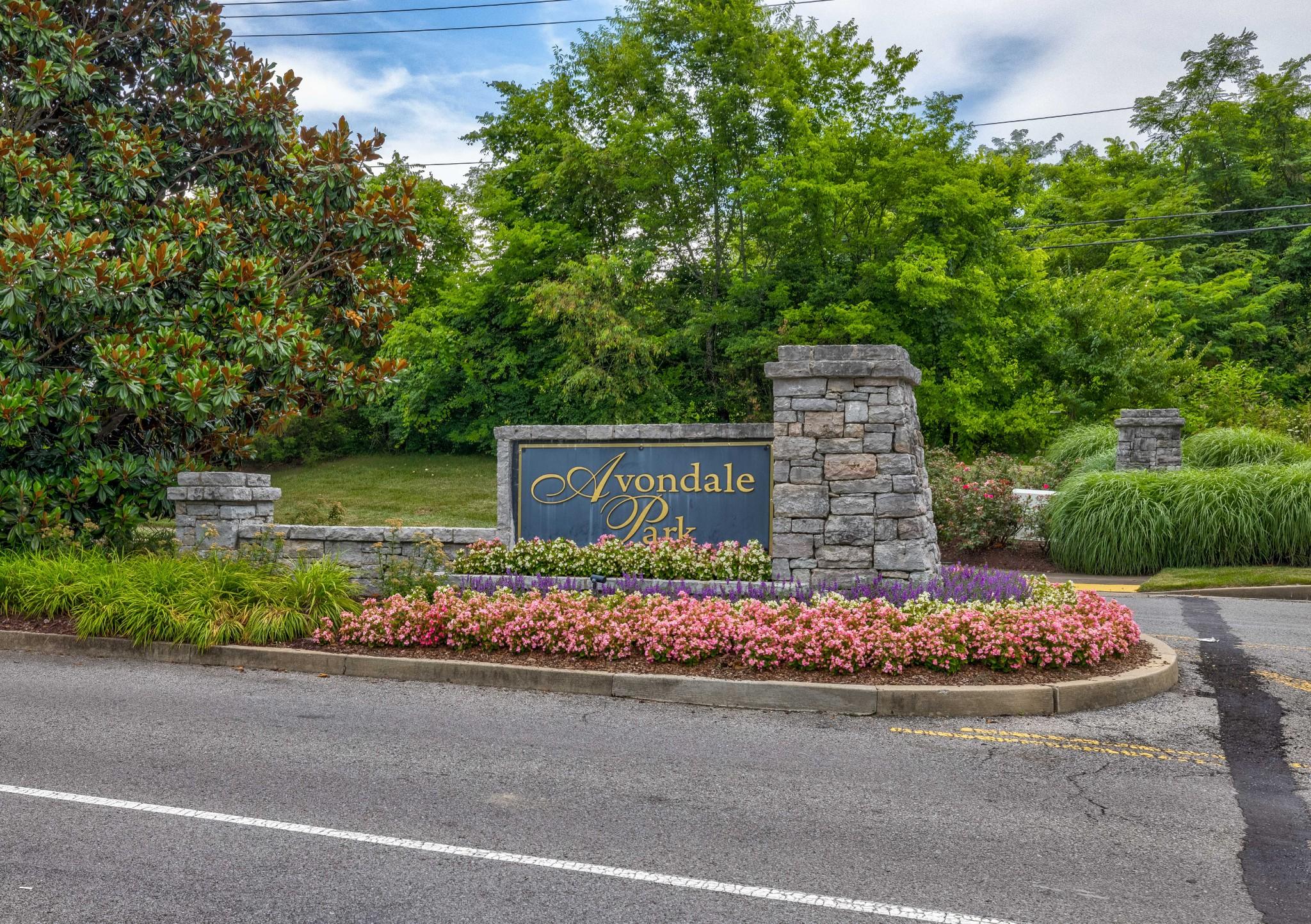 684 Wolfeboro Ln Property Photo