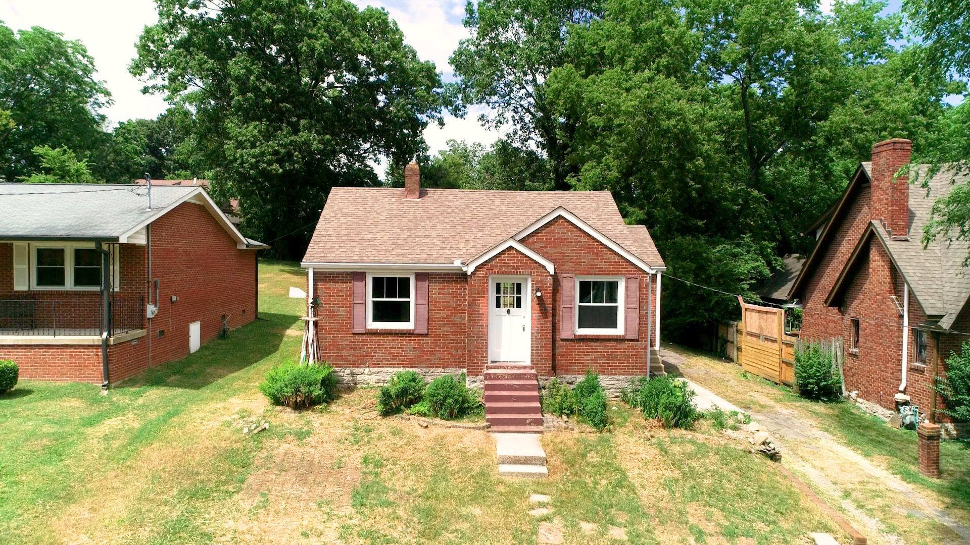 907 Carolyn Ave Property Photo