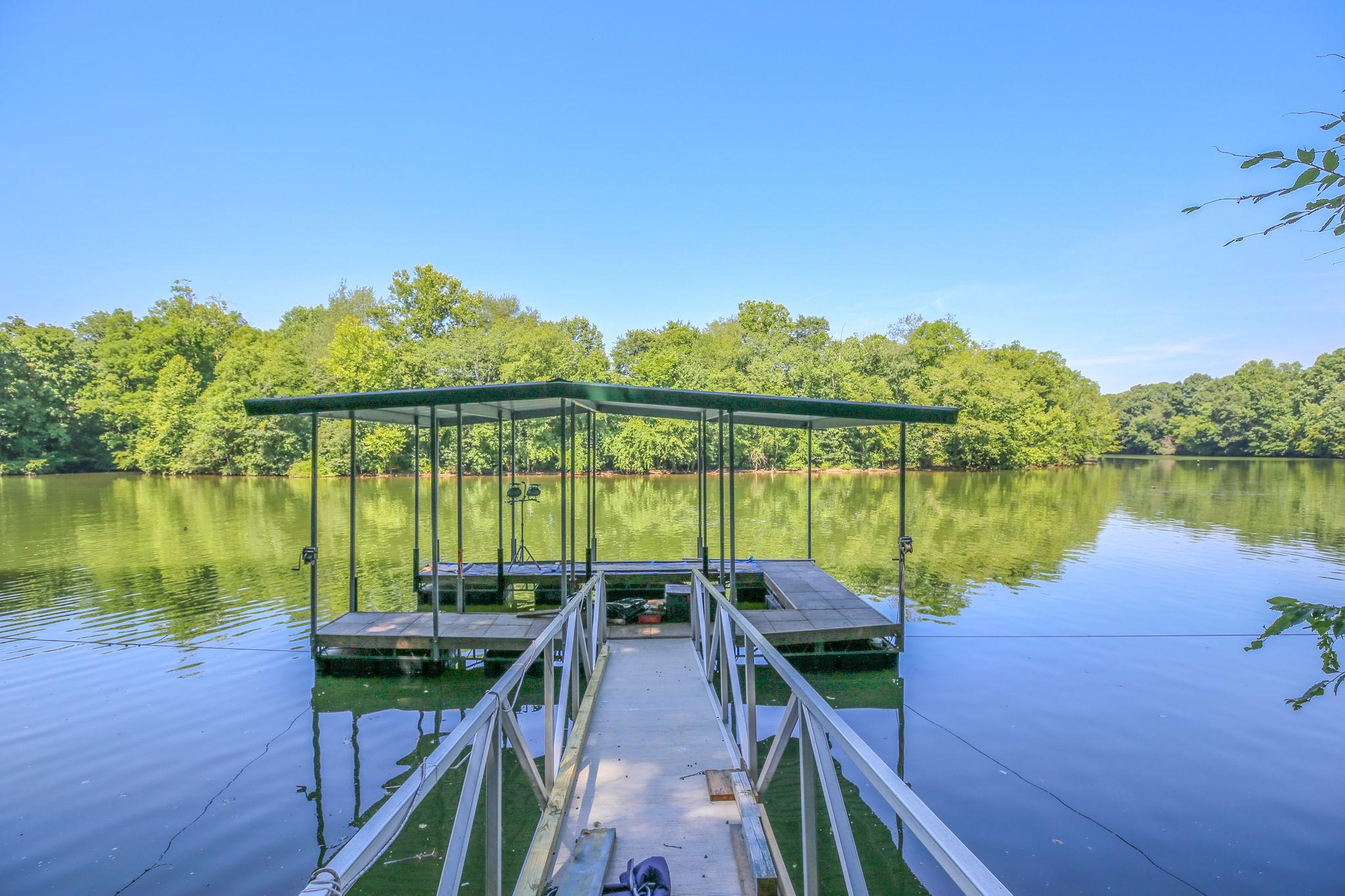 135 Lake Ct Property Photo