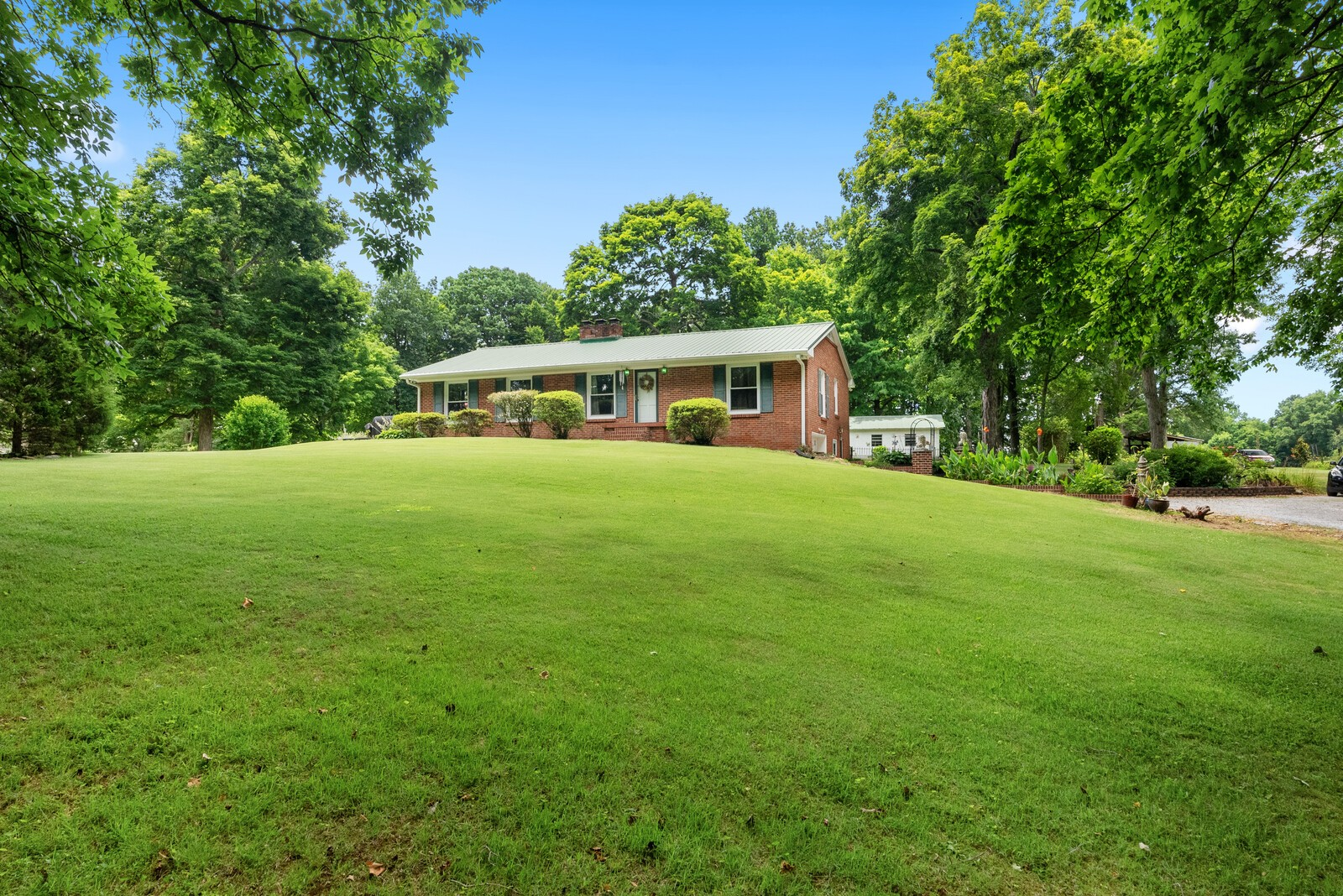 6+ Acres Real Estate Listings Main Image