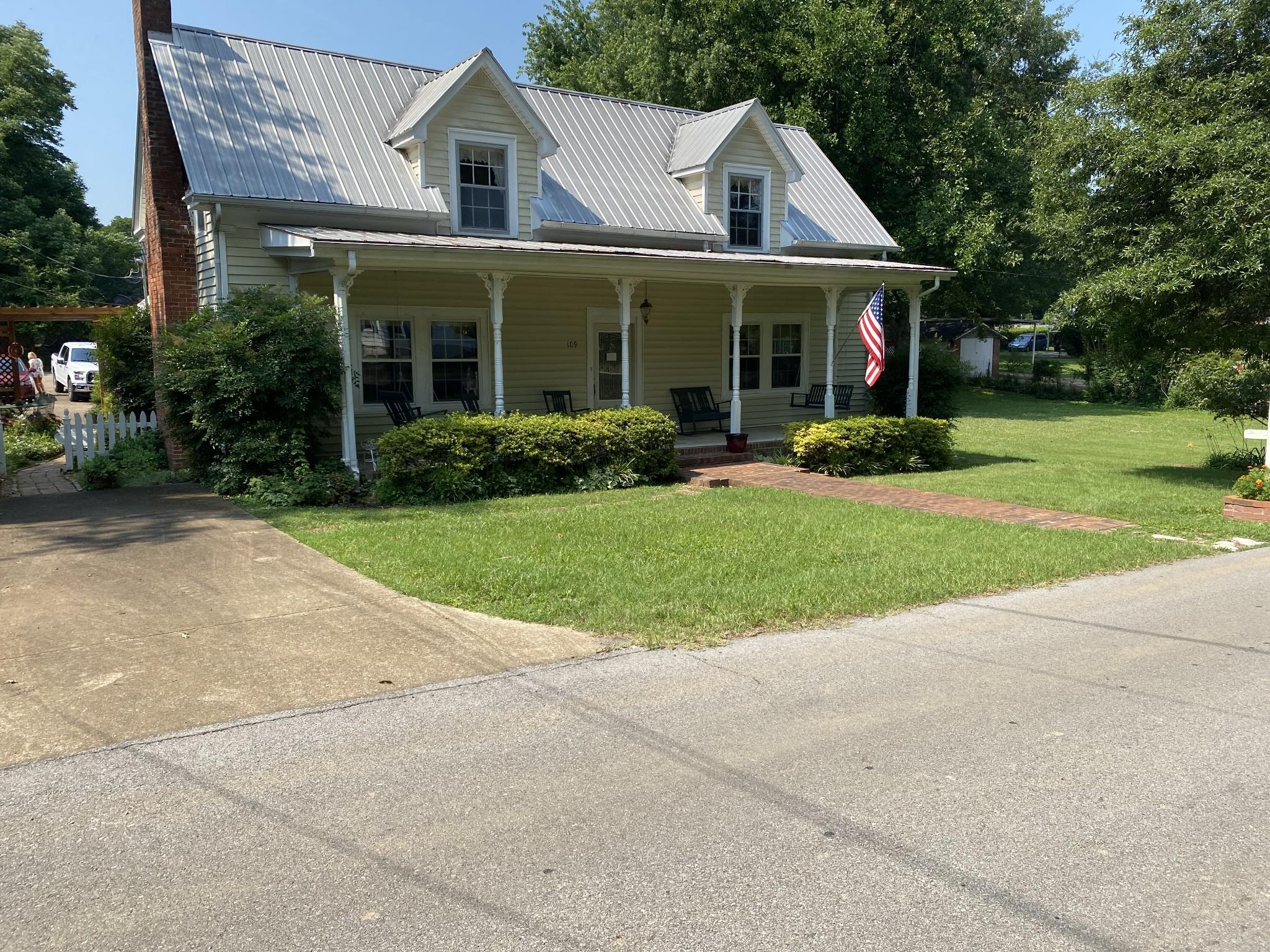 109 W Swan St Property Photo