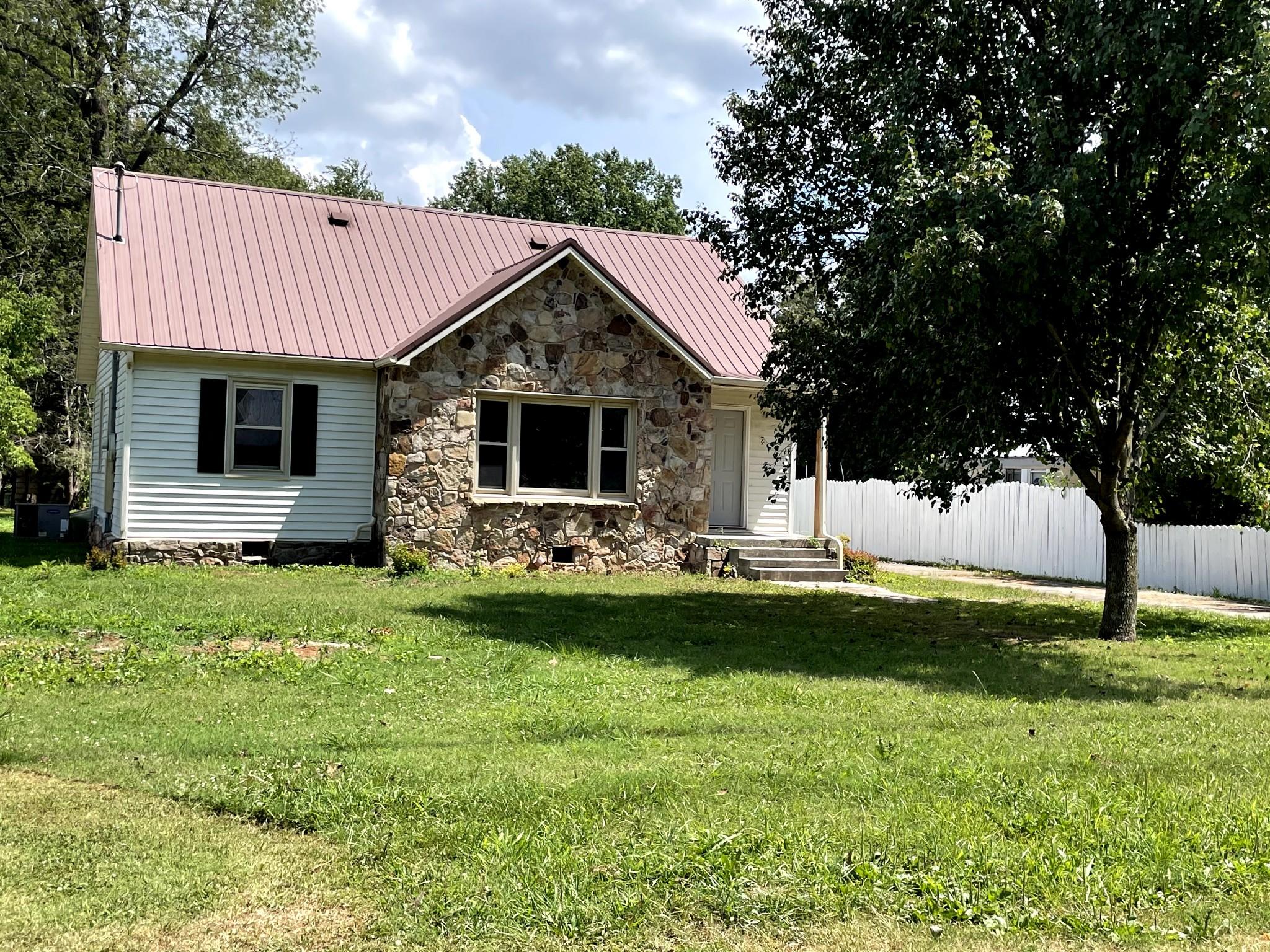 409 Cumberland St W Property Photo