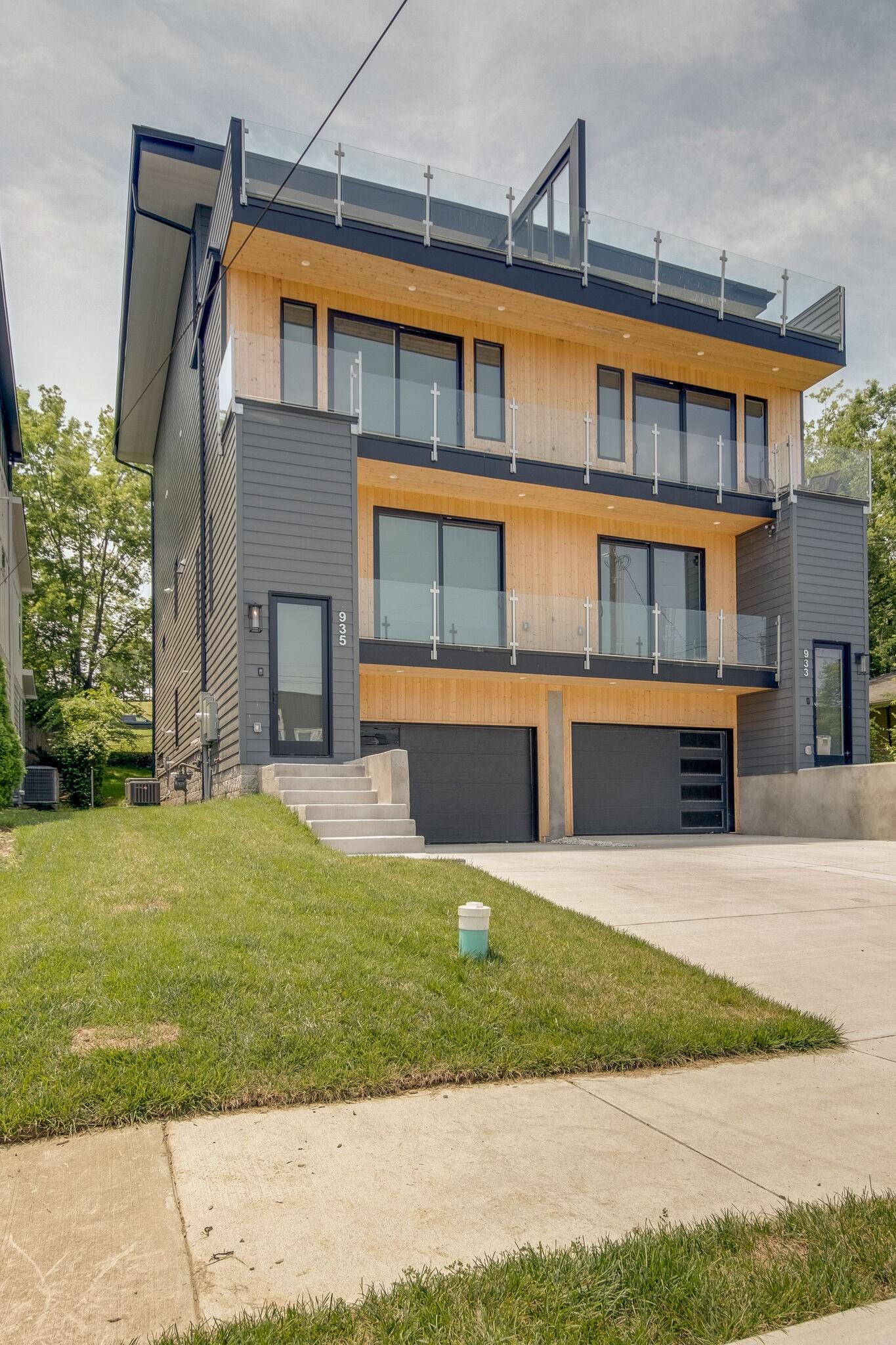 935 Southside Pl Property Photo 1