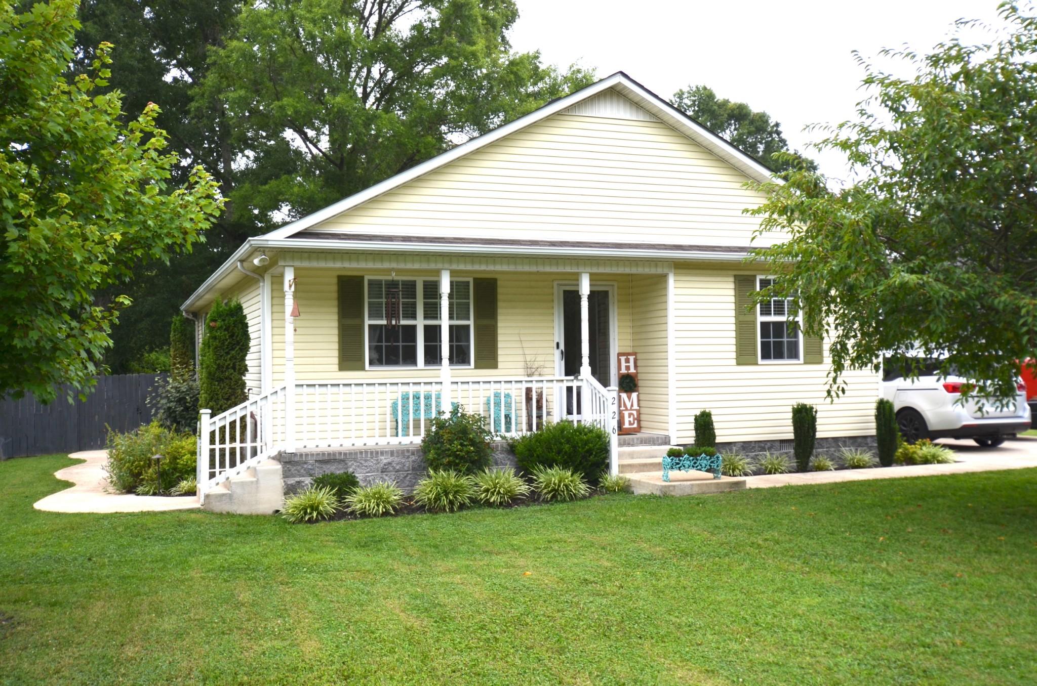 226 W Doak Rd Property Photo