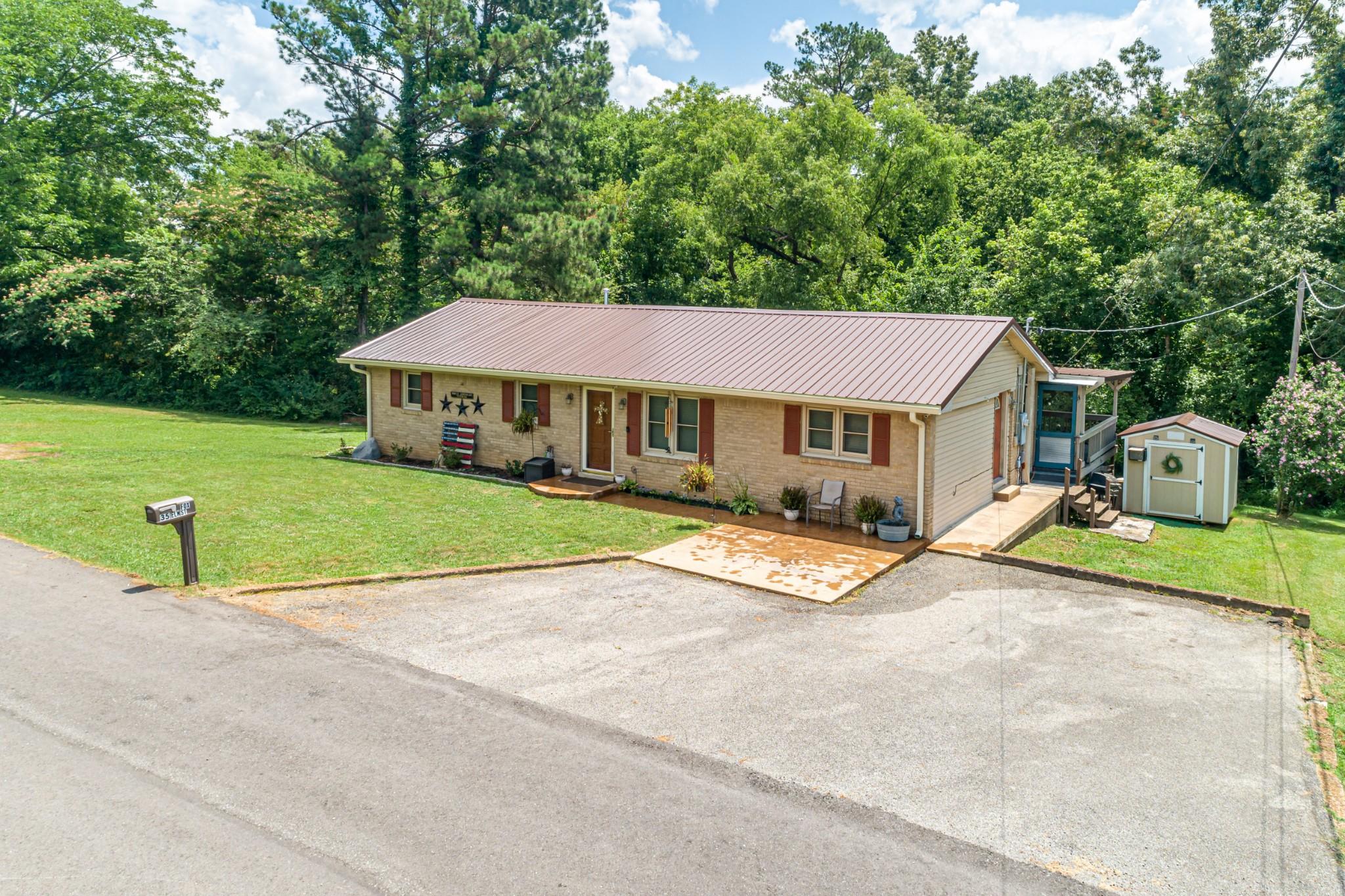 35 Elm St Property Photo