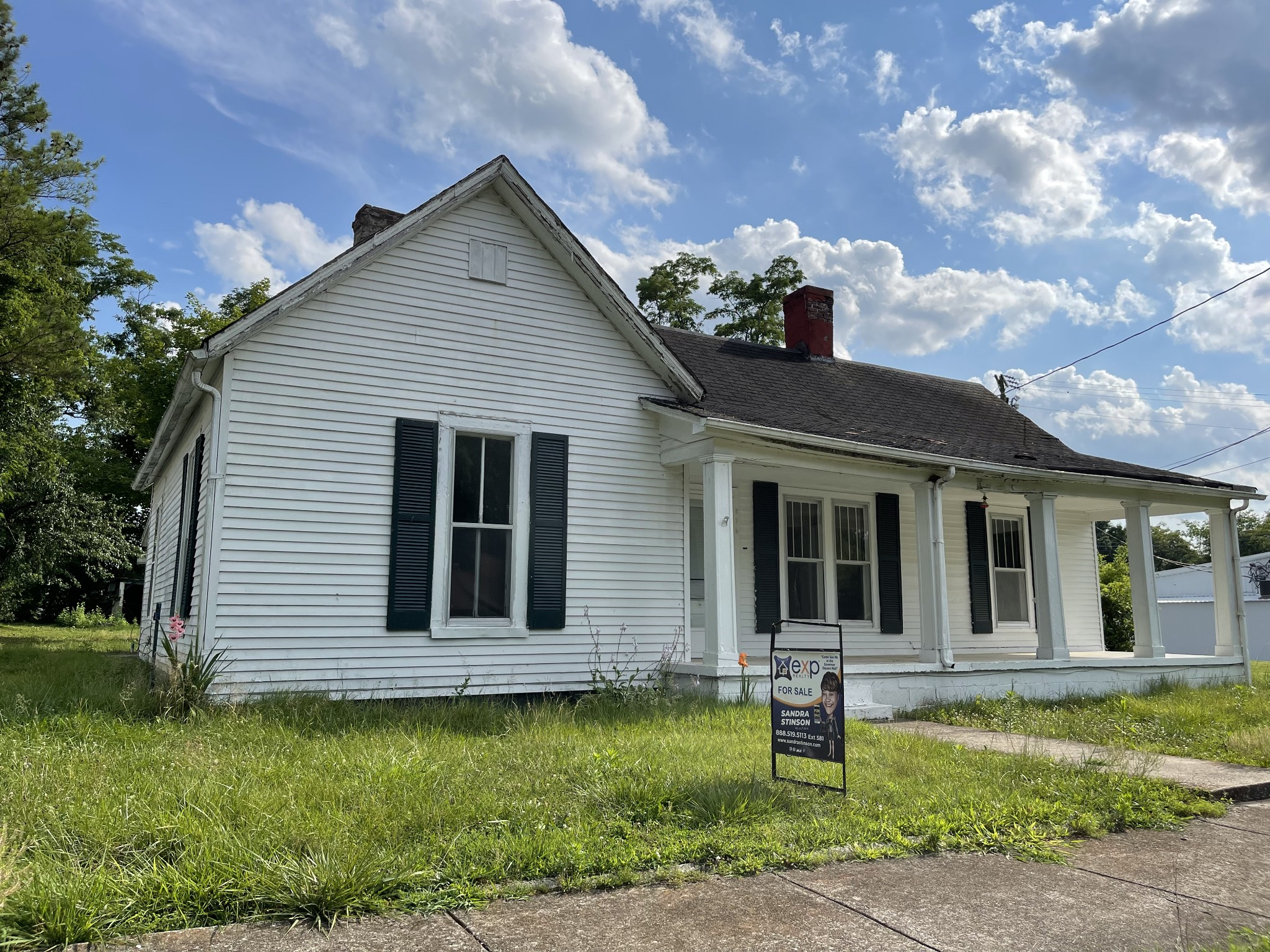 204 Elk St S Property Photo