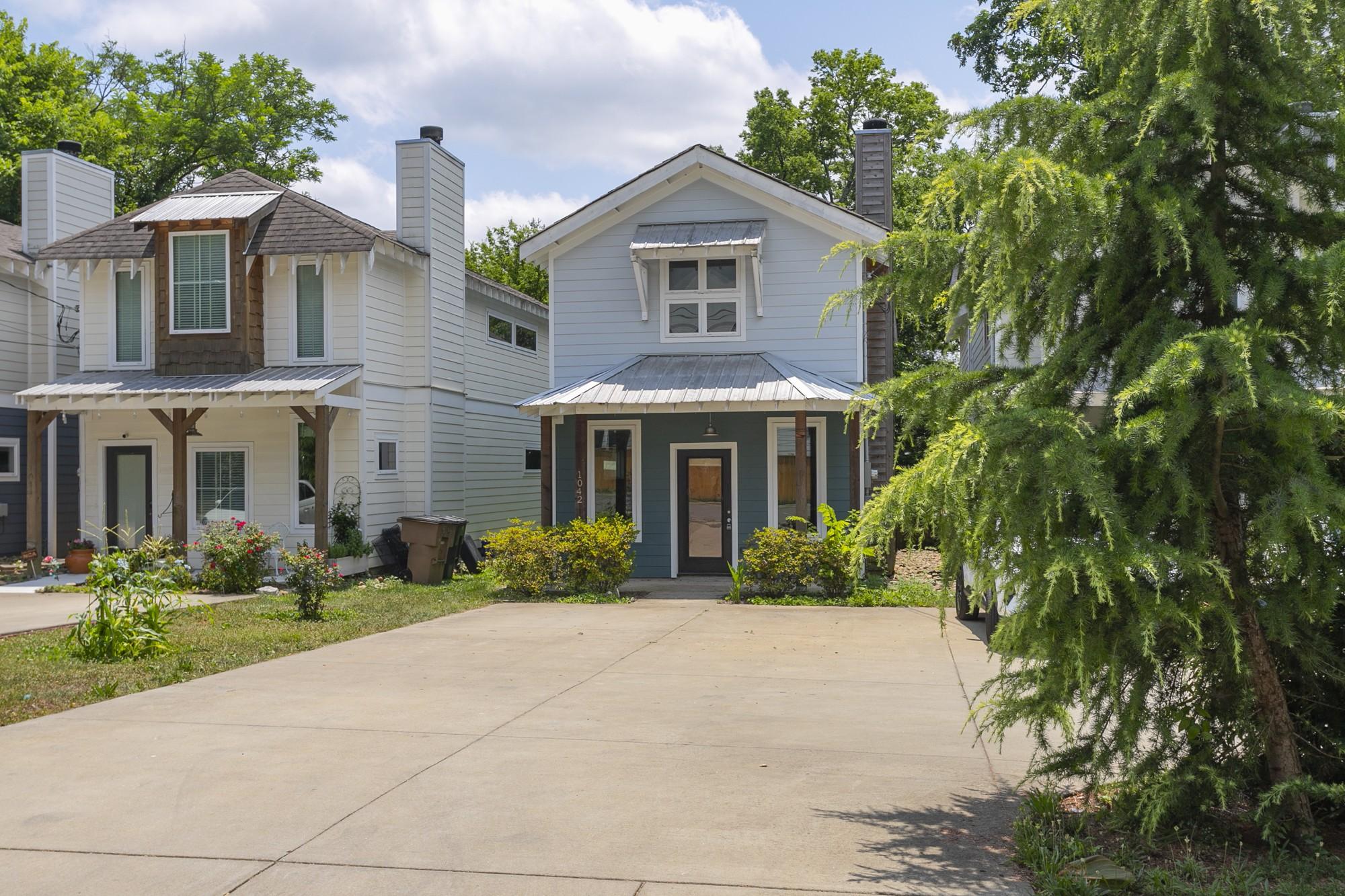 1042 Zophi St Property Photo 1