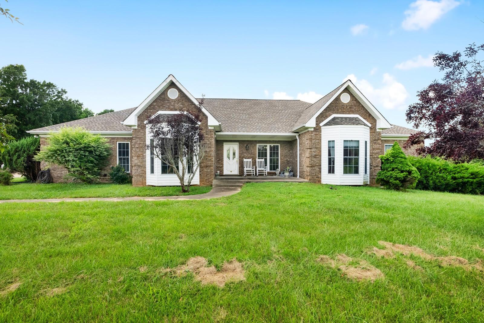 37050 Real Estate Listings Main Image