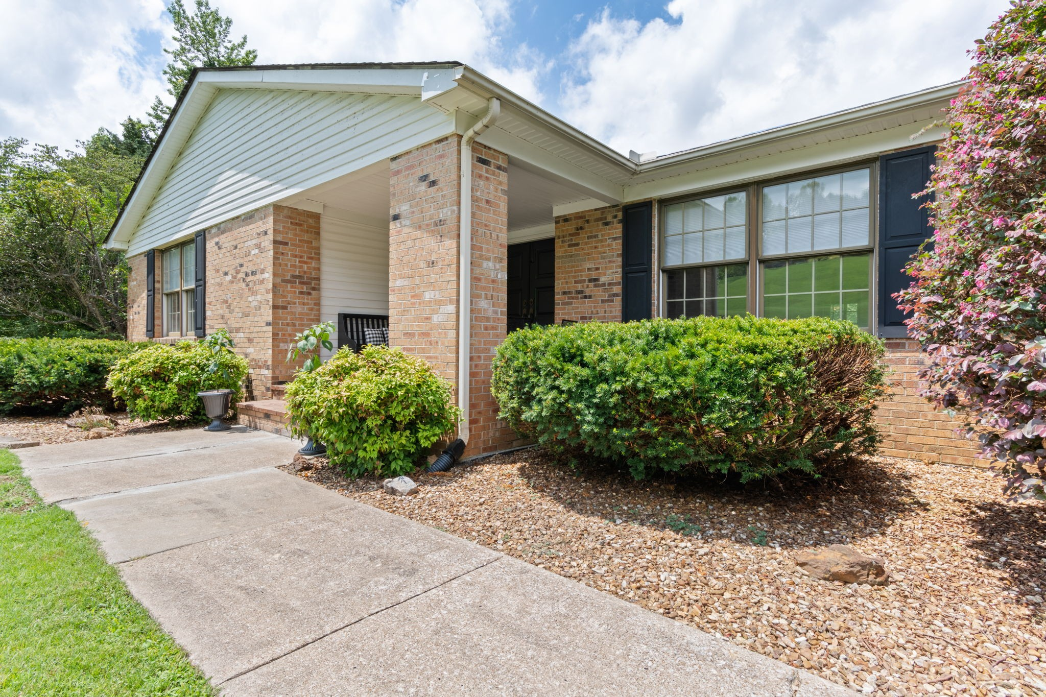 277 Whispering Hills Dr Property Photo