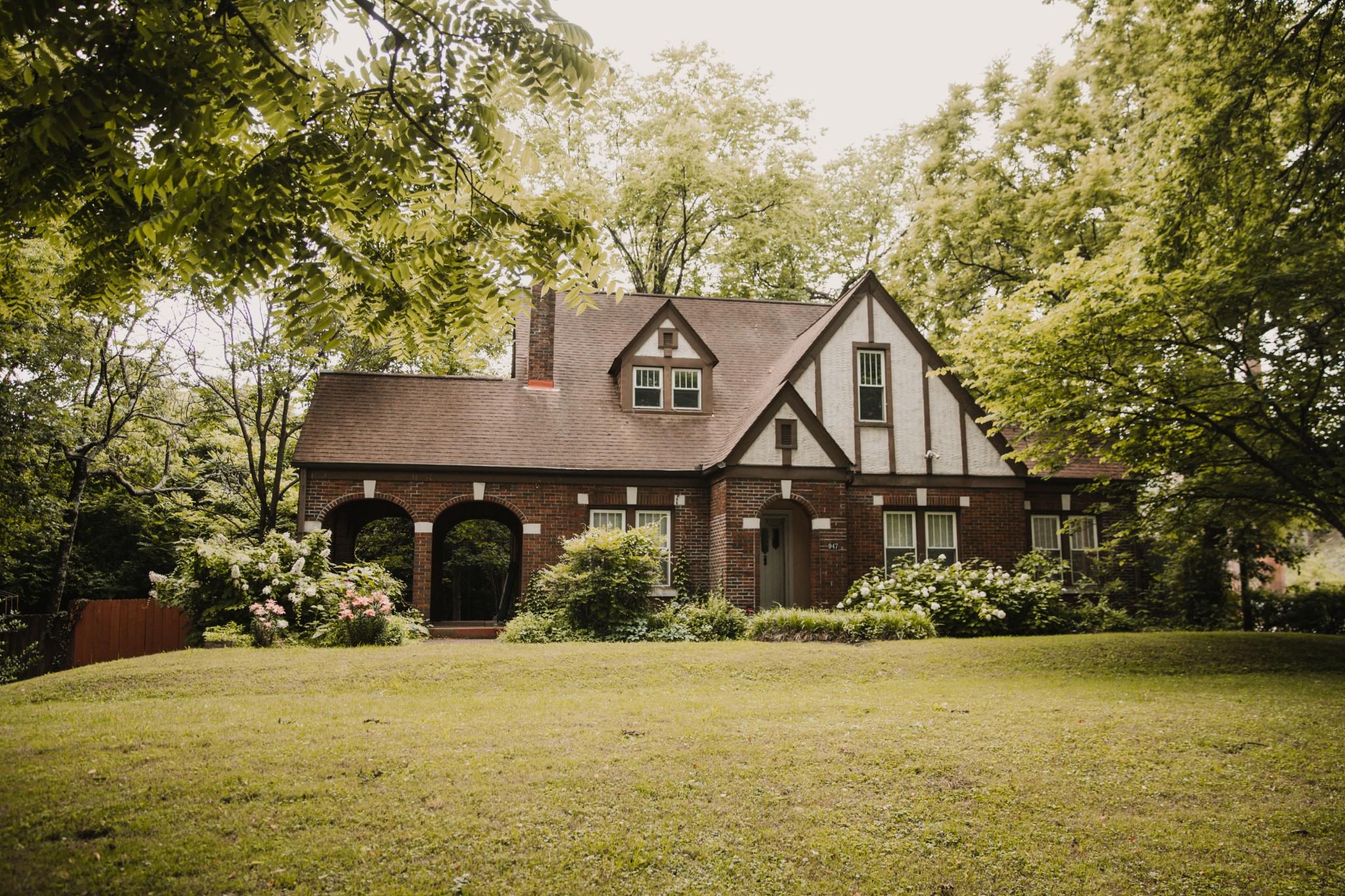1626 Real Estate Listings Main Image