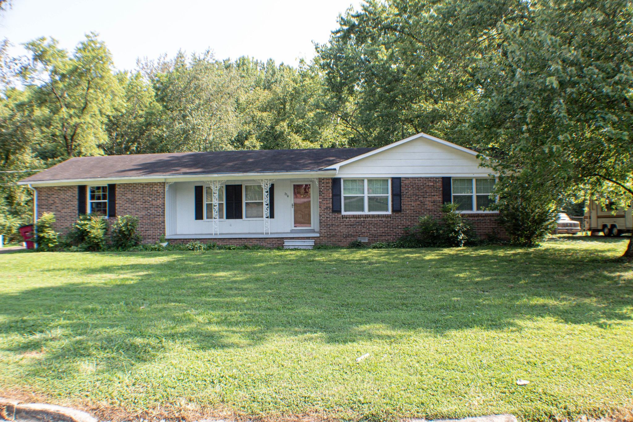 750 Jackson Ave Property Photo