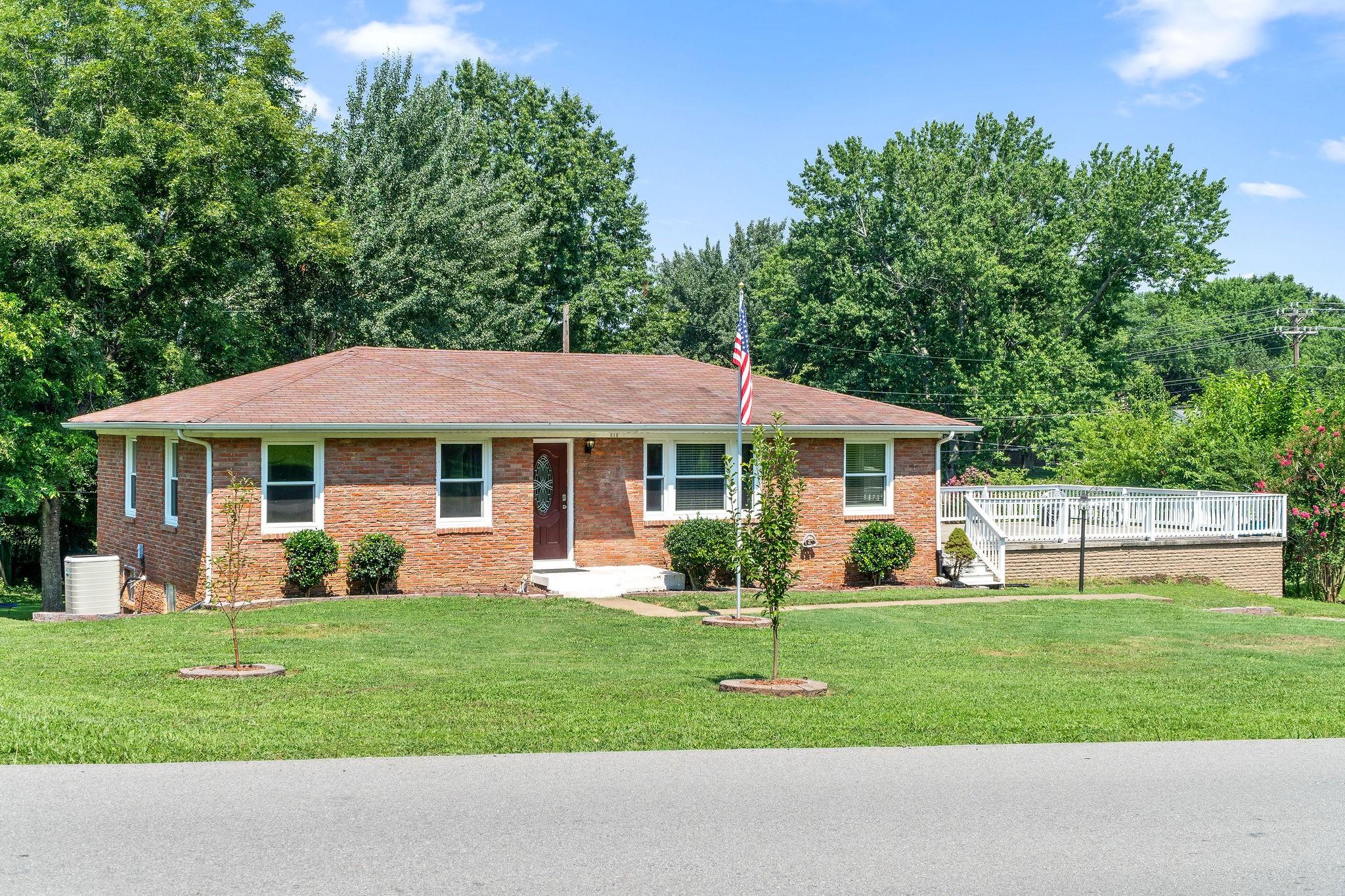 212 W Meadow Dr Property Photo